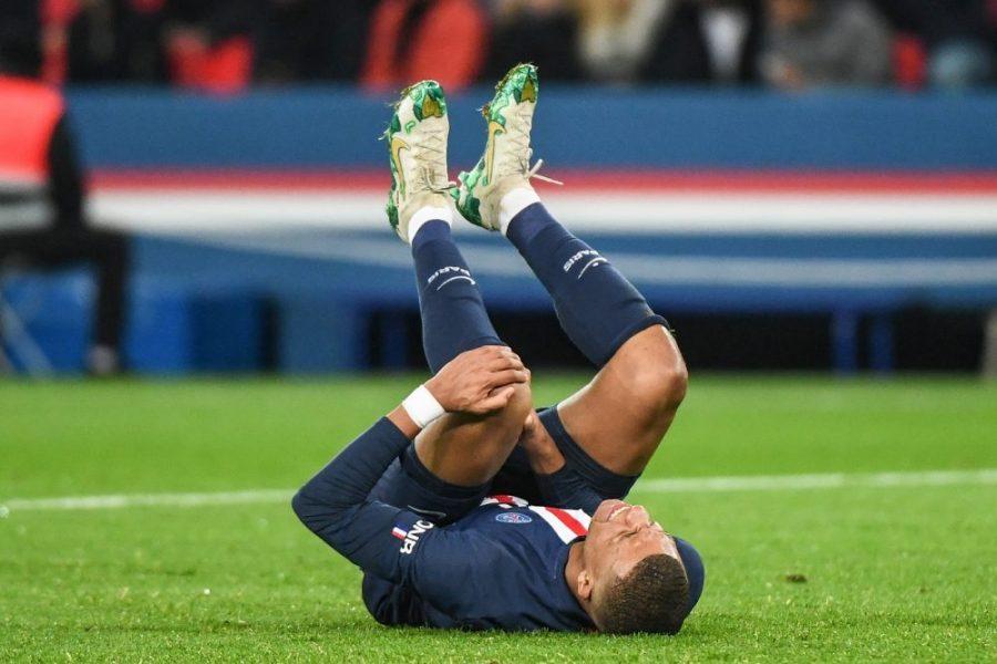 """Mbappé glisse qu'il a eu un """"bon coup de flippe"""" pour son genou"""