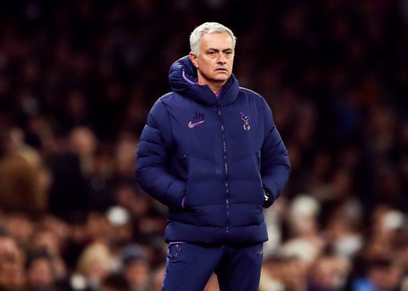 """Mourinho refuse de parler de Cavani car il a """"une très bonne relation avec Al-Khelaïfi et Leonardo"""""""