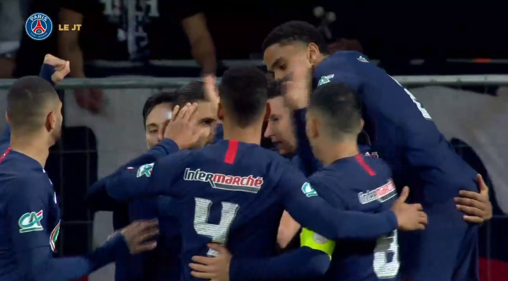 Les images du PSG ce jeudi : réactions après la victoire contre Pau et équipe victorieuse à l'entraînement