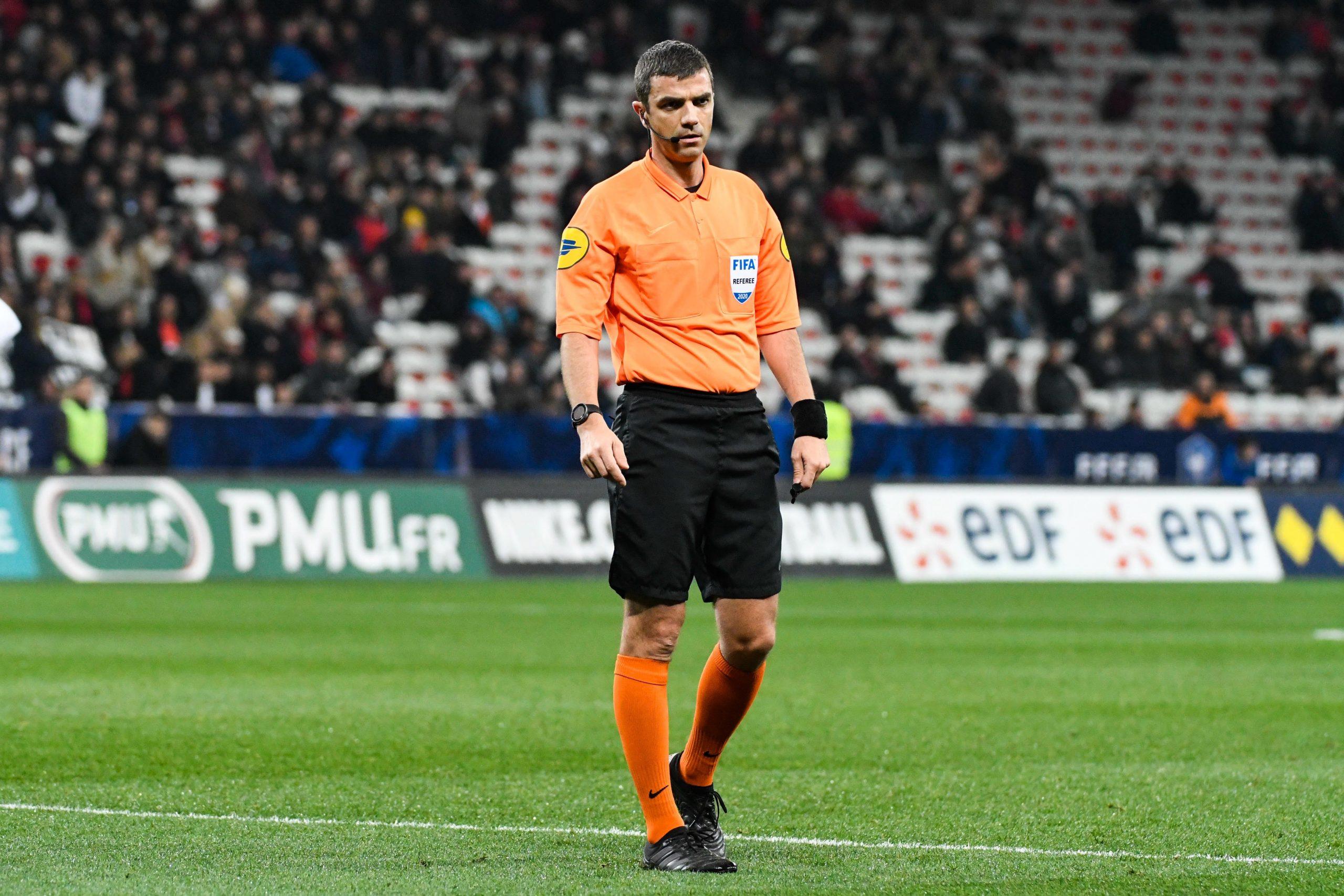 Nantes/PSG - Les statistiques de l'arbitre : beaucoup de jaunes et de penaltys, peu d'exclusions