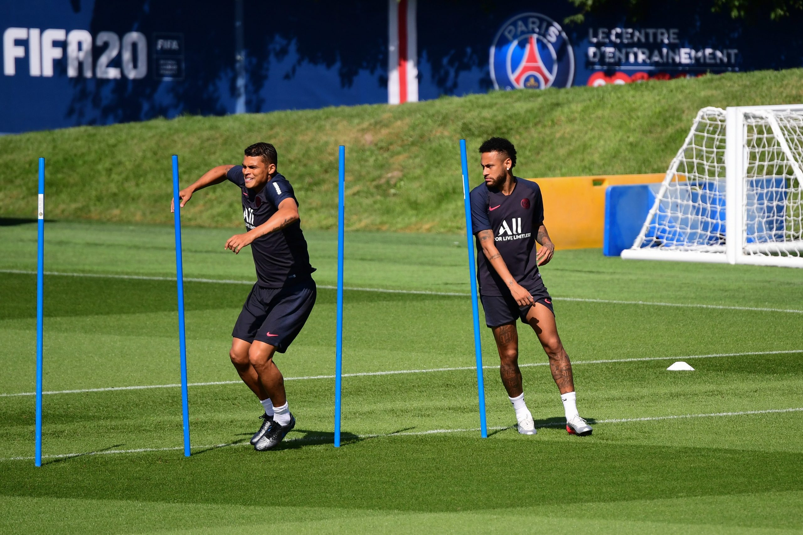 Le PSG a tenté de convaincre Neymar et Thiago Silva de rester à Paris, selon UOL