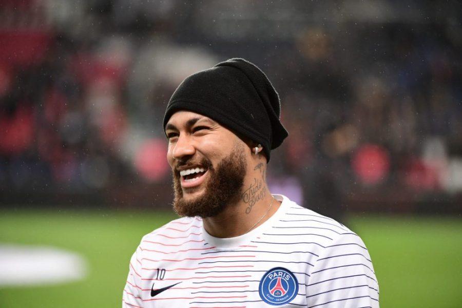 Neymar est heureux et ne pense pas encore à un départ du PSG selon Laurens