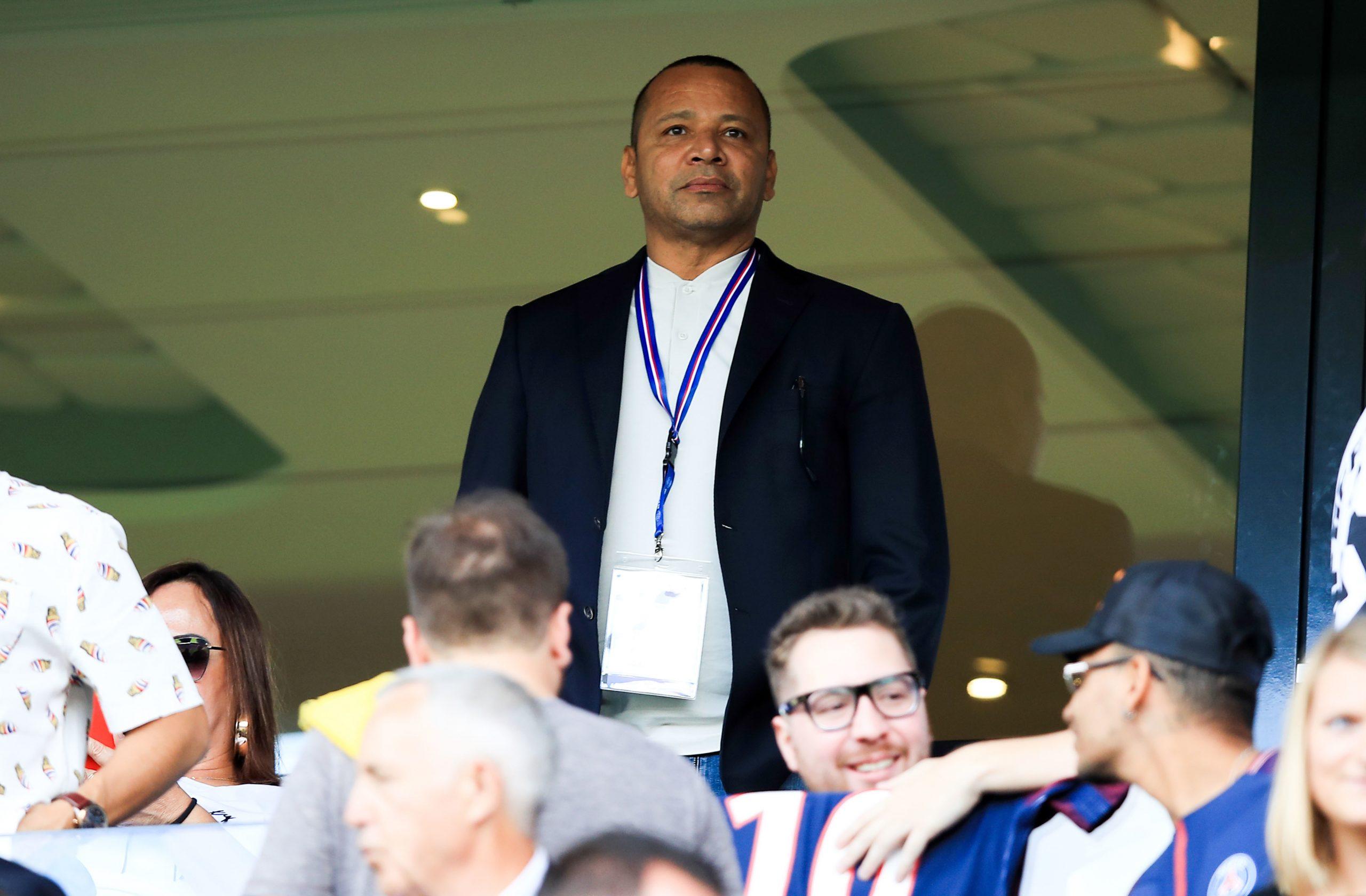 """Le père de Neymar assure qu'il est """"heureux"""" au PSG"""