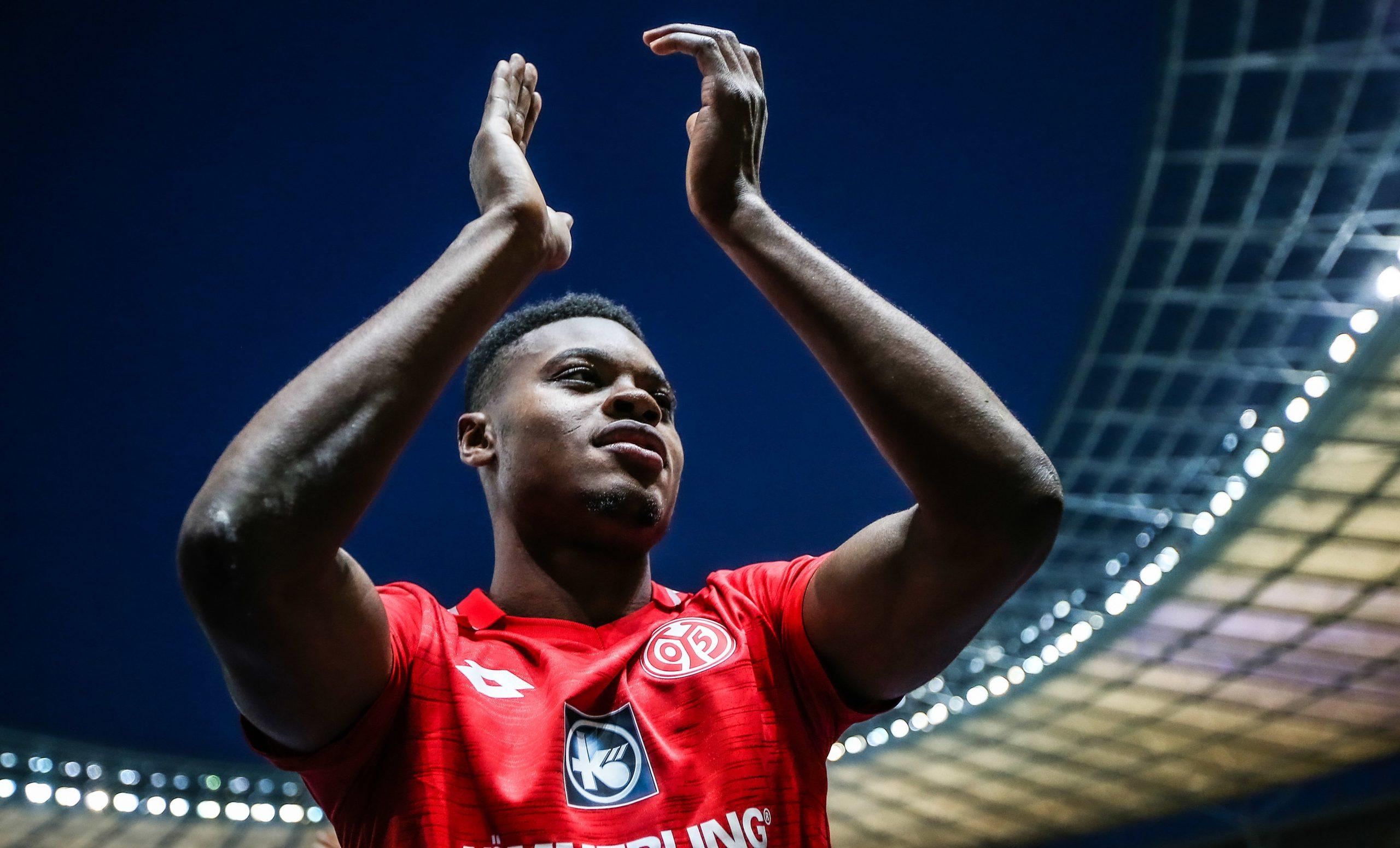 Mercato - Le PSG pourrait recruter 2 arrières droits et s'intéresse à Baku, selon L'Equipe