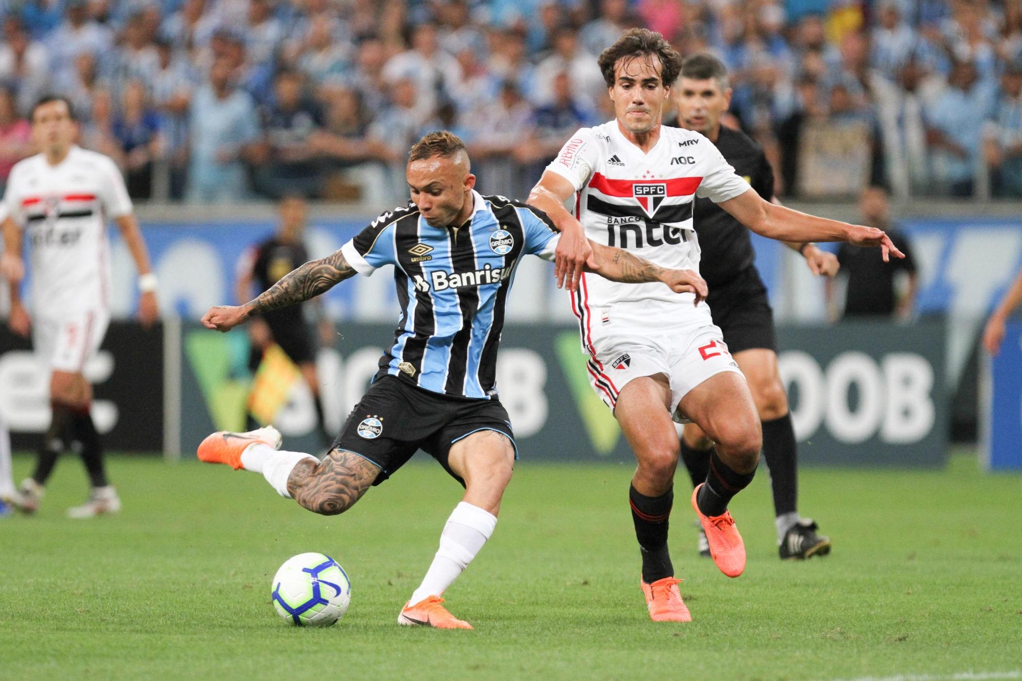 Mercato - Éverton Soares a été proposé au PSG et au Real Madrid, selon Foot Mercato