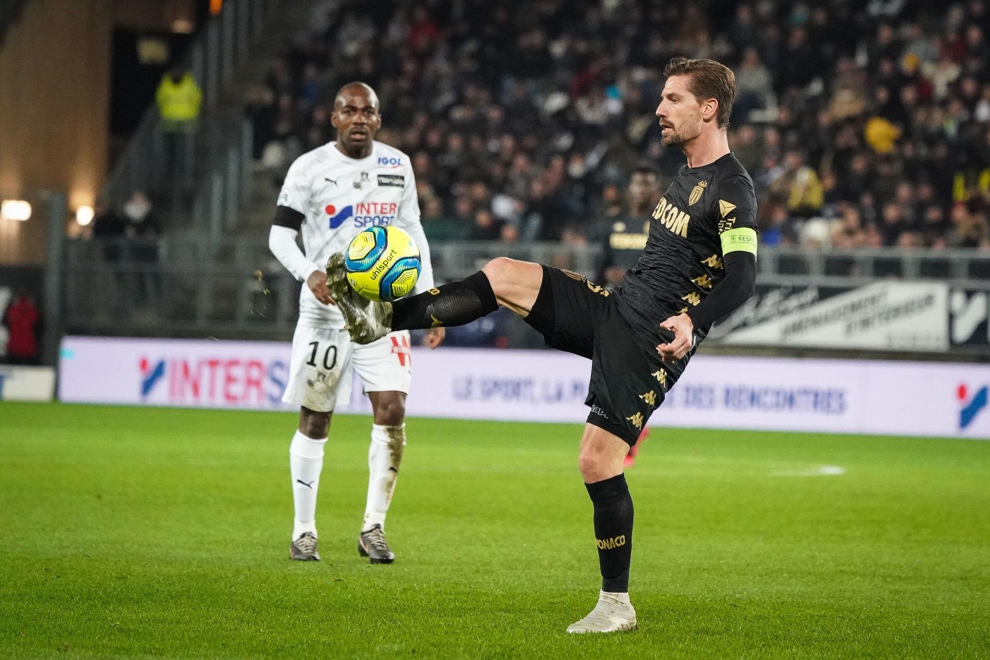 """Adrien Silva voit un """"bémol tactique"""" en Ligue 1 et place le PSG en dehors"""