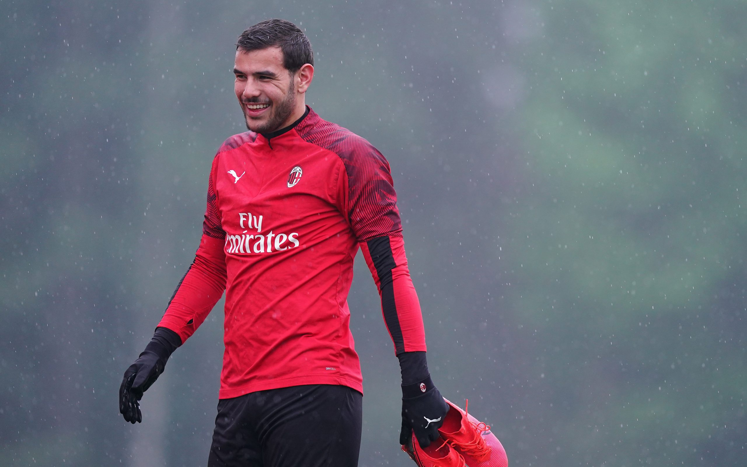 """Mercato - Theo Hernandez écarte l'idée d'un départ """"je suis très heureux à Milan"""""""