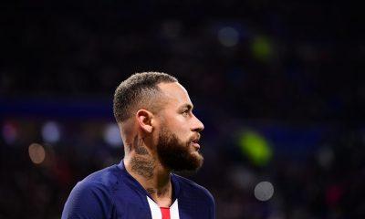 Neymar visé par une plainte pour homophobie, fait savoir l'AFP
