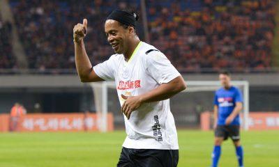 Anciens - Ronaldinho penserait à relancer sa carrière de joueur