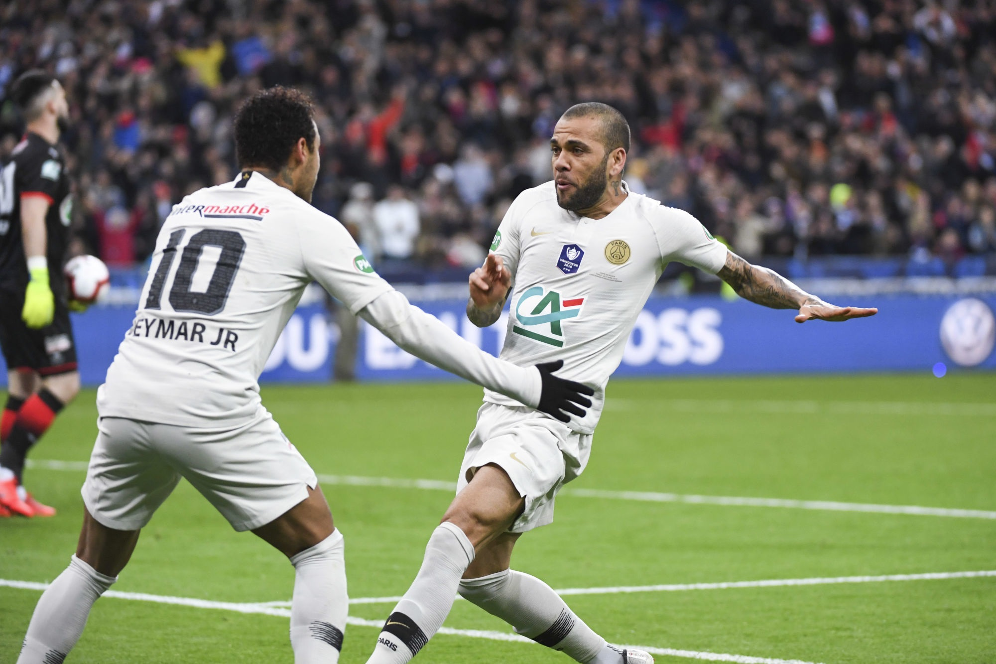 Dani Alves assure ne pas avoir convaincu Neymar de signer au PSG en 2017