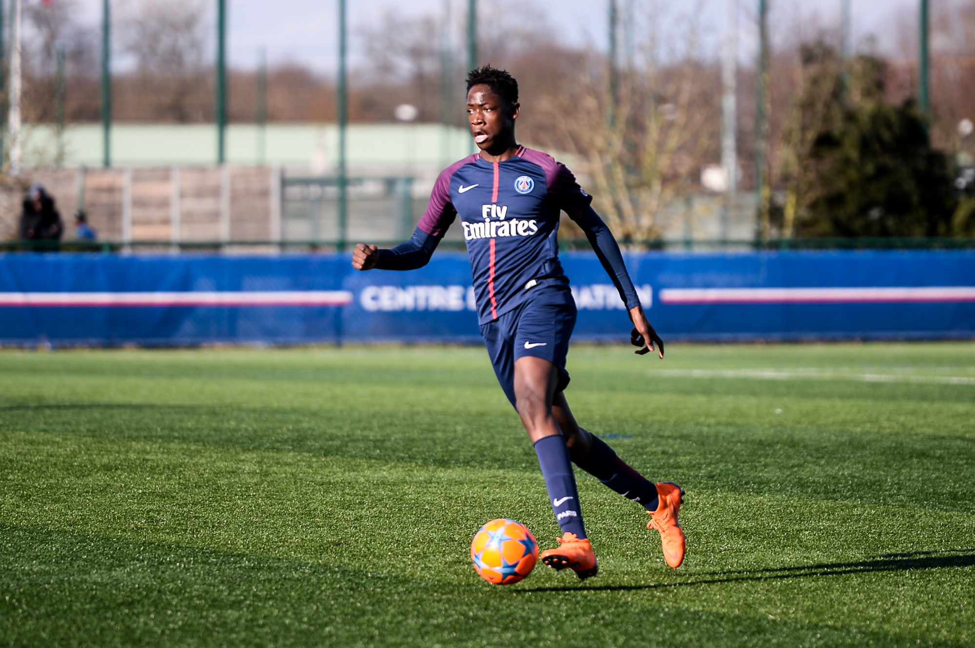 Mercato - Bitshiabu devrait signer son contrat au PSG, annonce RMC Sport