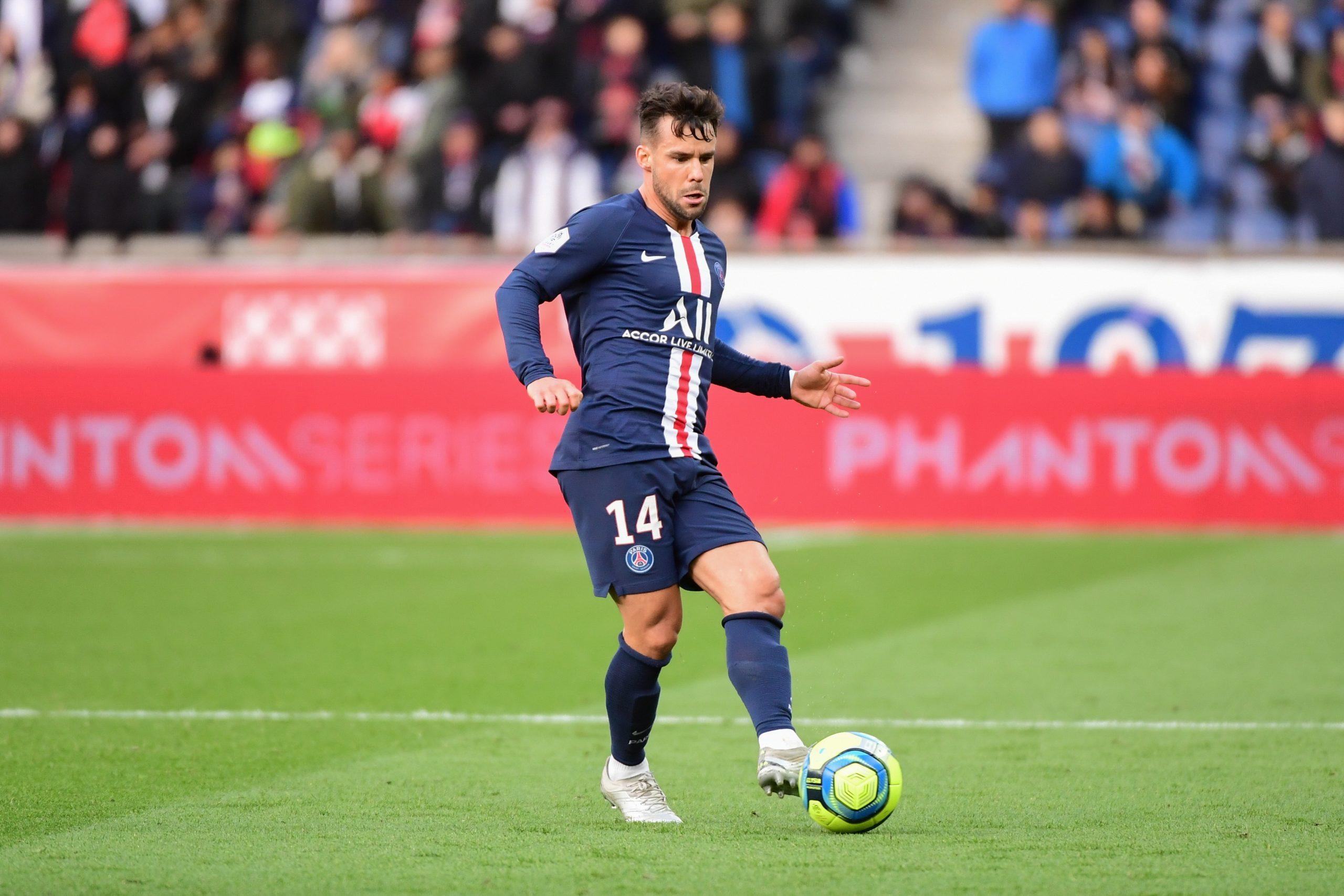"""Le PSG """"croise les doigts"""" pour Bernat et ne compte """"absolument pas s'en séparer"""", indique Le Parisien"""