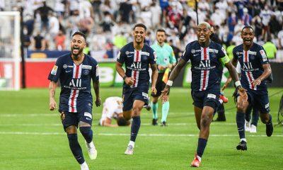 """Neymar ne """"parle plus jamais de départ"""" et est """"heureux"""" au PSG, souligne L'Equipe"""