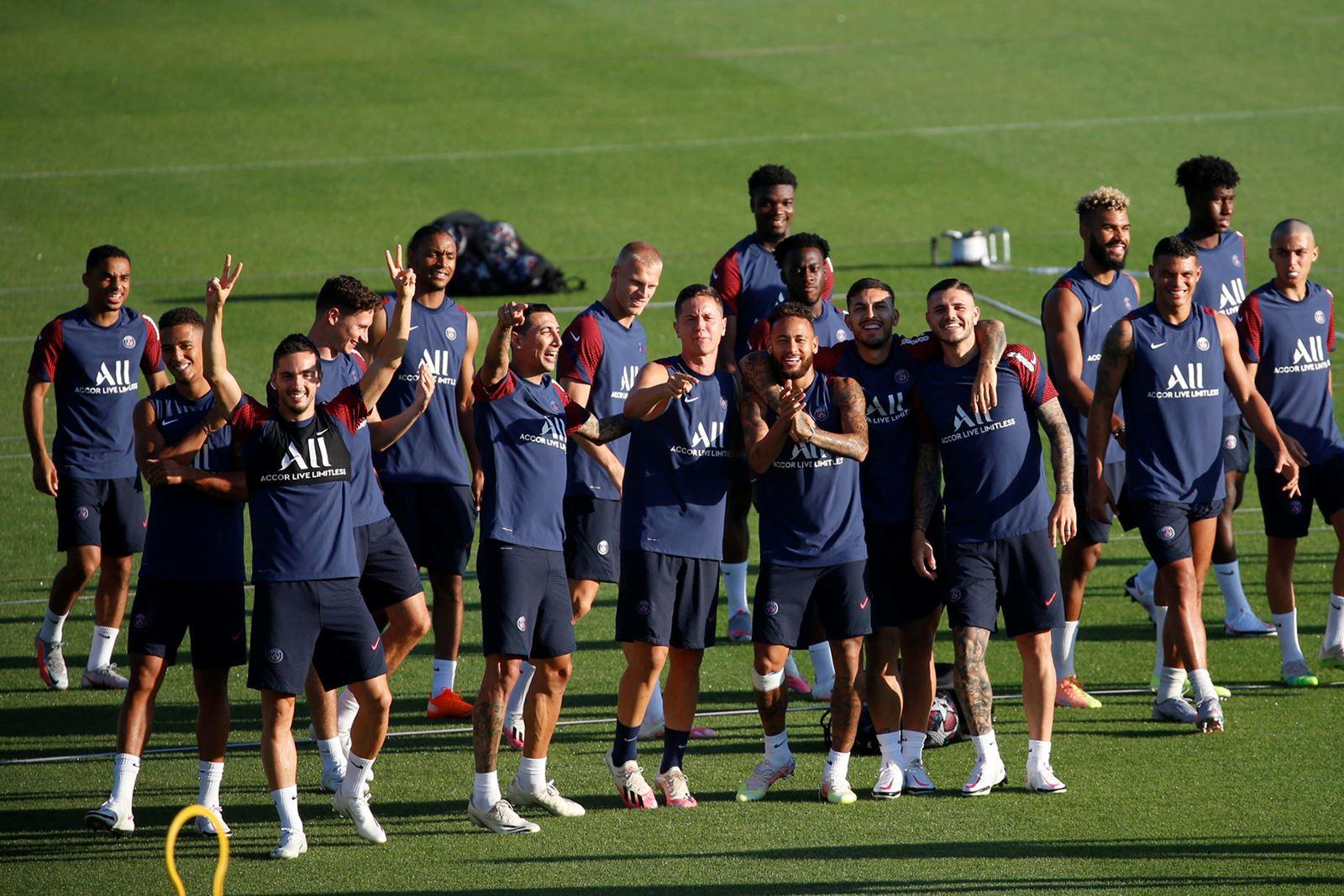 Les images du PSG ce lundi: Dernier entraînement à Faro