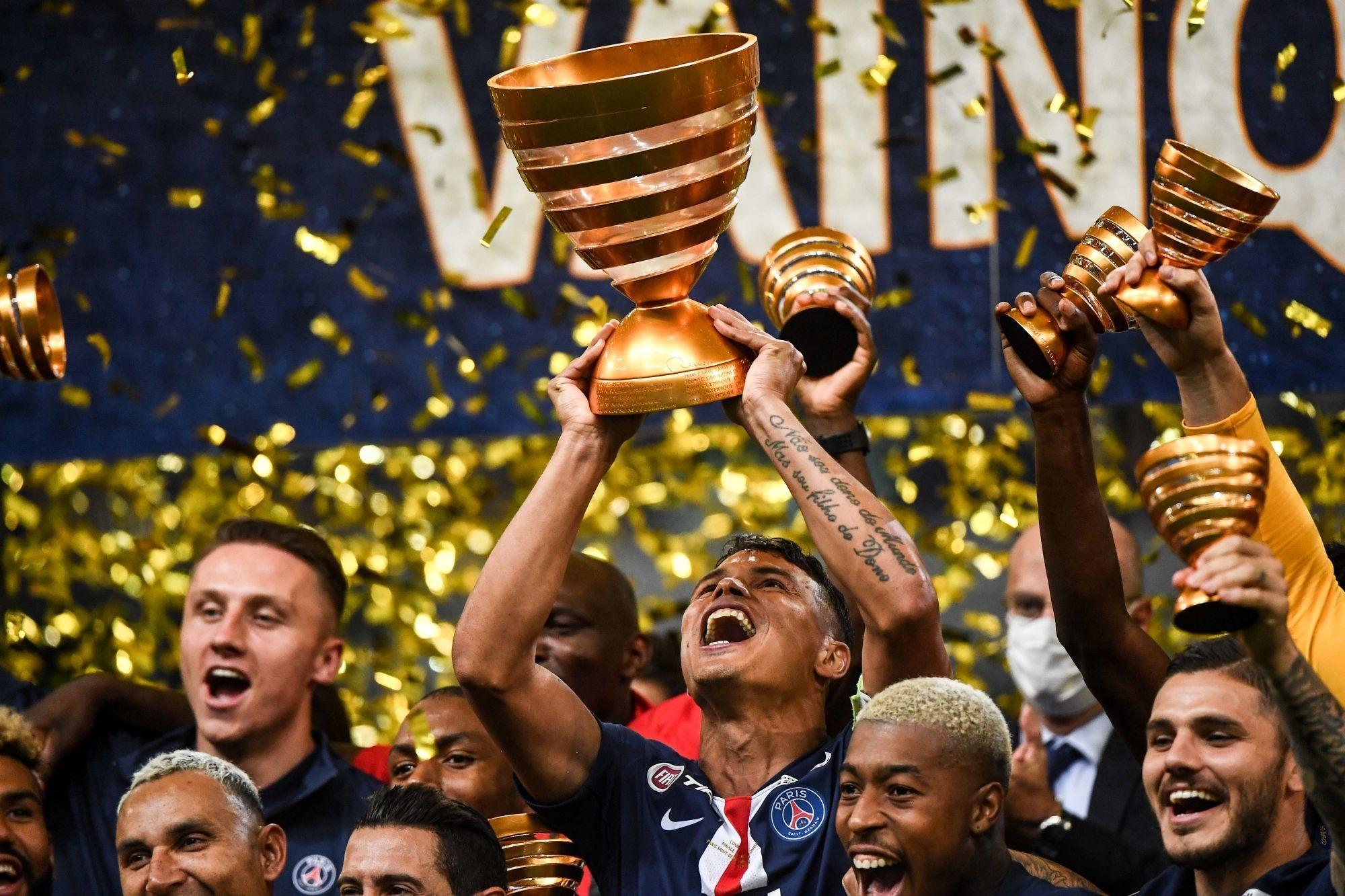 """Le PSG rend hommage à Thiago Silva avec une vidéo """"Merci capitaine"""""""