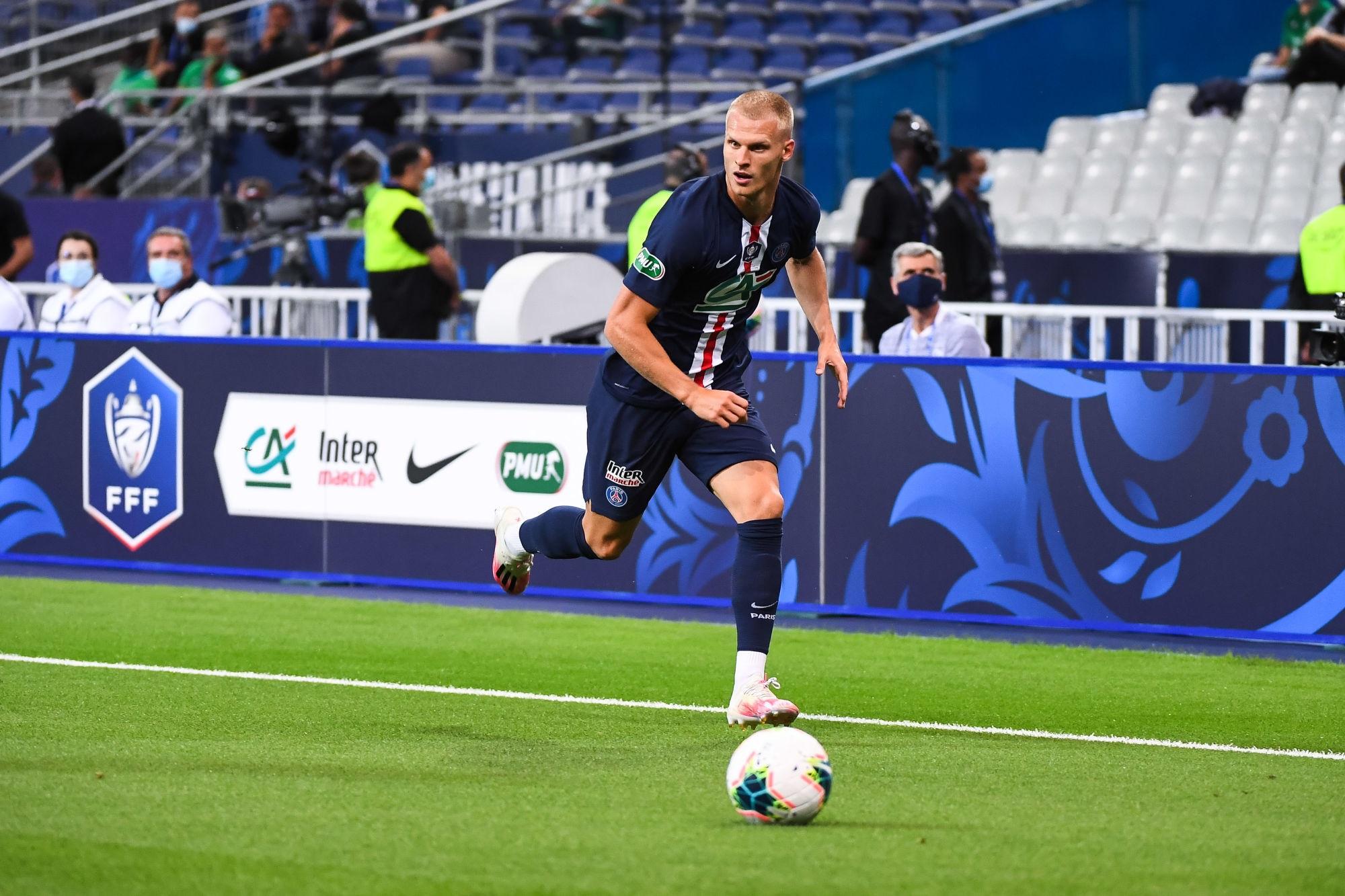 Mercato - Le Celtic veut Bakker en prêt, le PSG refuse pour le moment selon Sky Sports