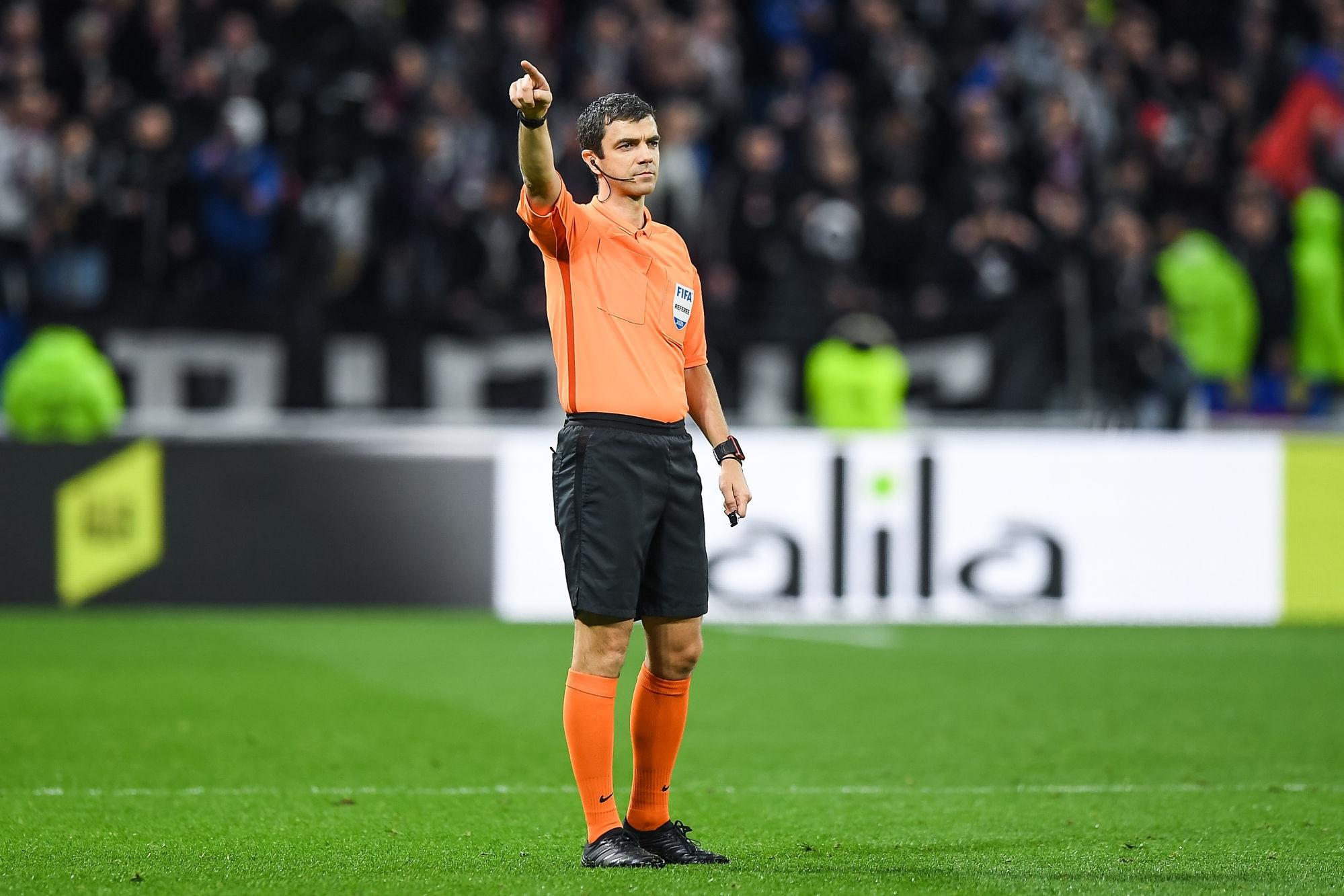 Lens/PSG - L'arbitre de la rencontre a désigné, beaucoup de jaunes et de penaltys
