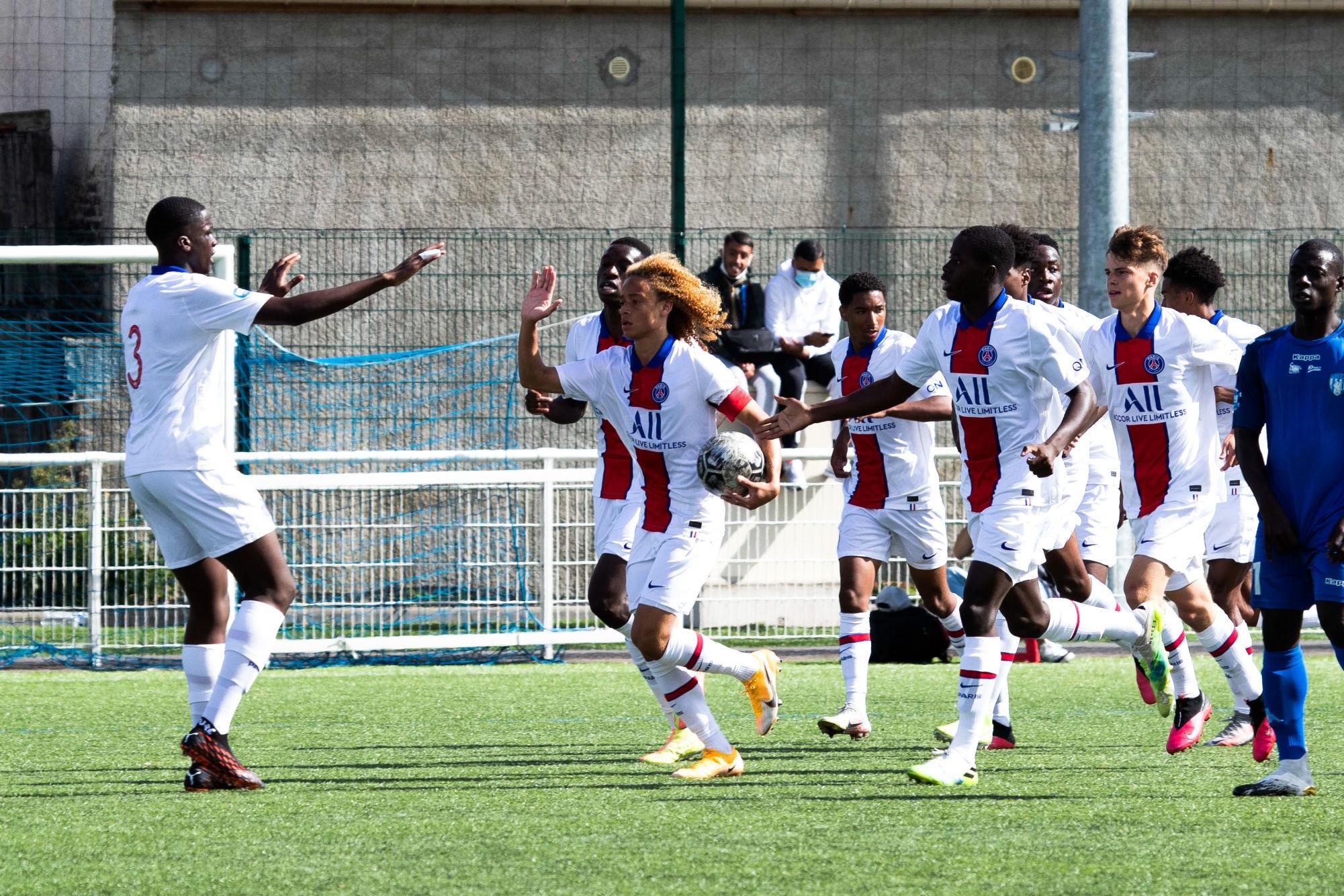 Revivez les dernières semaines au plus près de l'équipe et du staff U19 du PSG