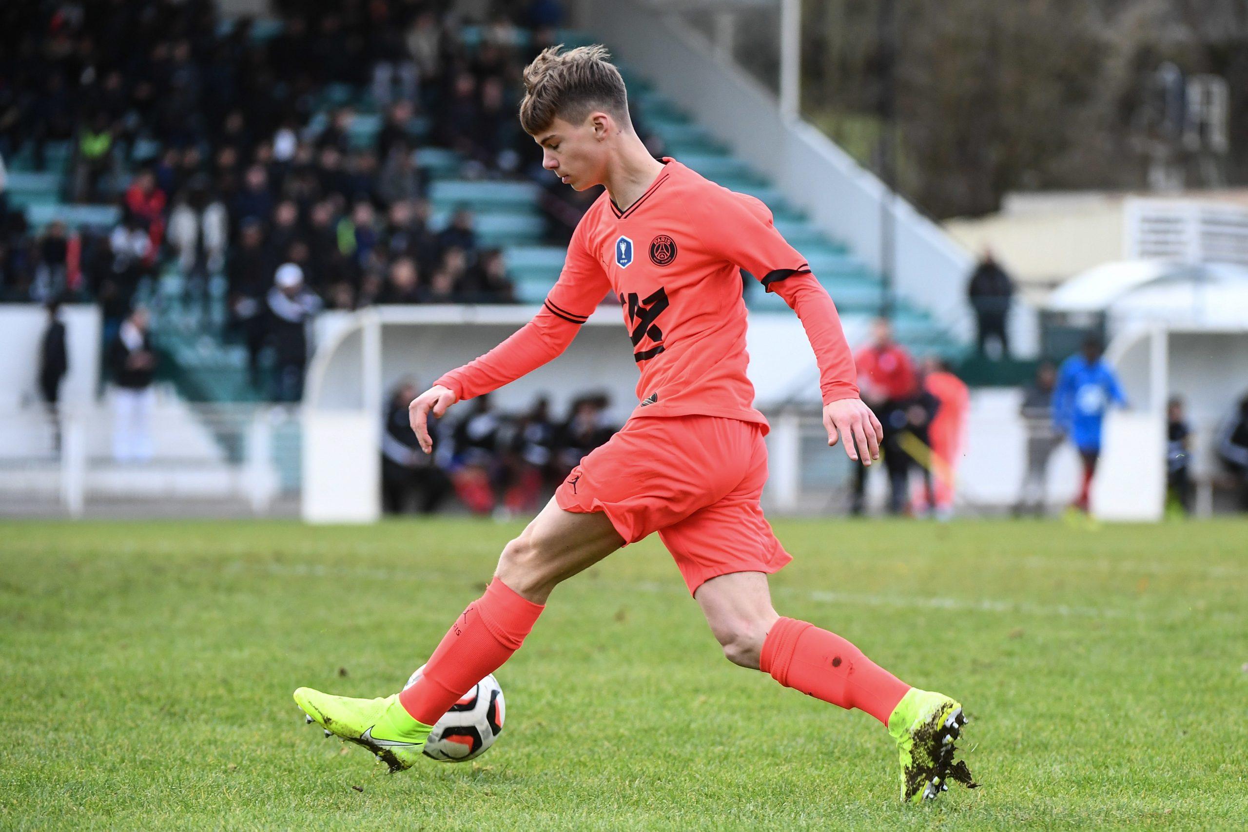 """Michut, jeune milieu du PSG, blessé pour environ """"un mois"""", selon RMC Sport"""