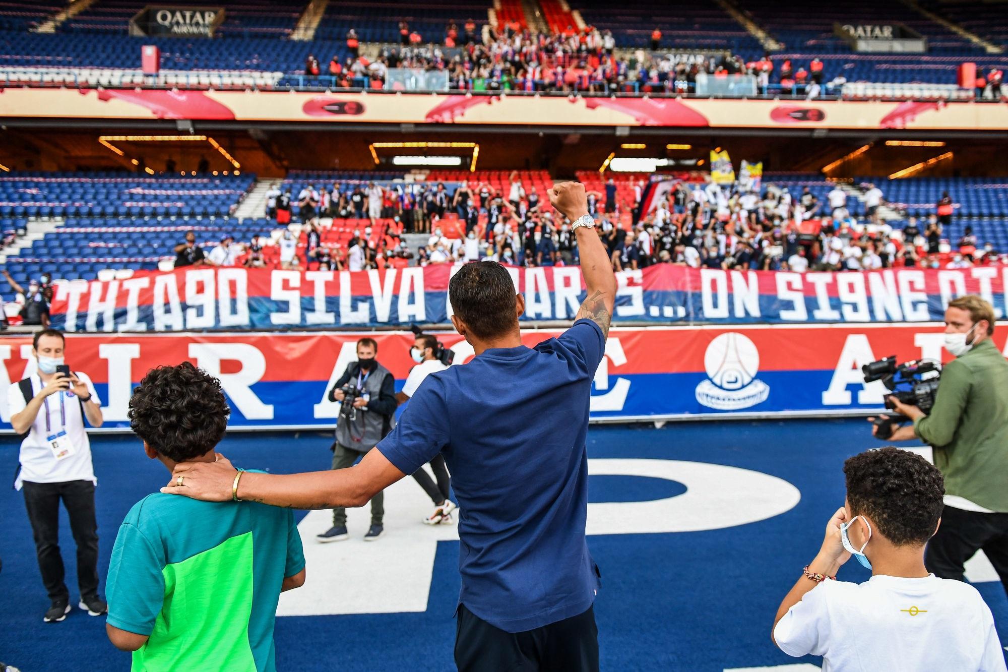 """Thiago Silva raconte son départ du PSG et assure être """"très reconnaissant"""""""