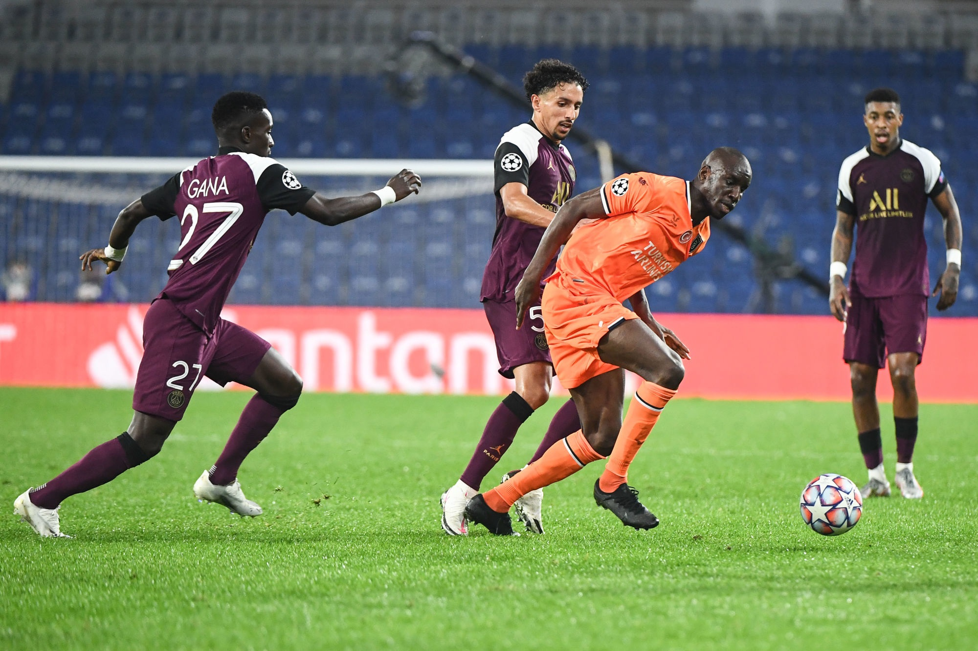 """LDC - Demba Ba a été """"surpris des espaces"""" laissés par le PSG"""