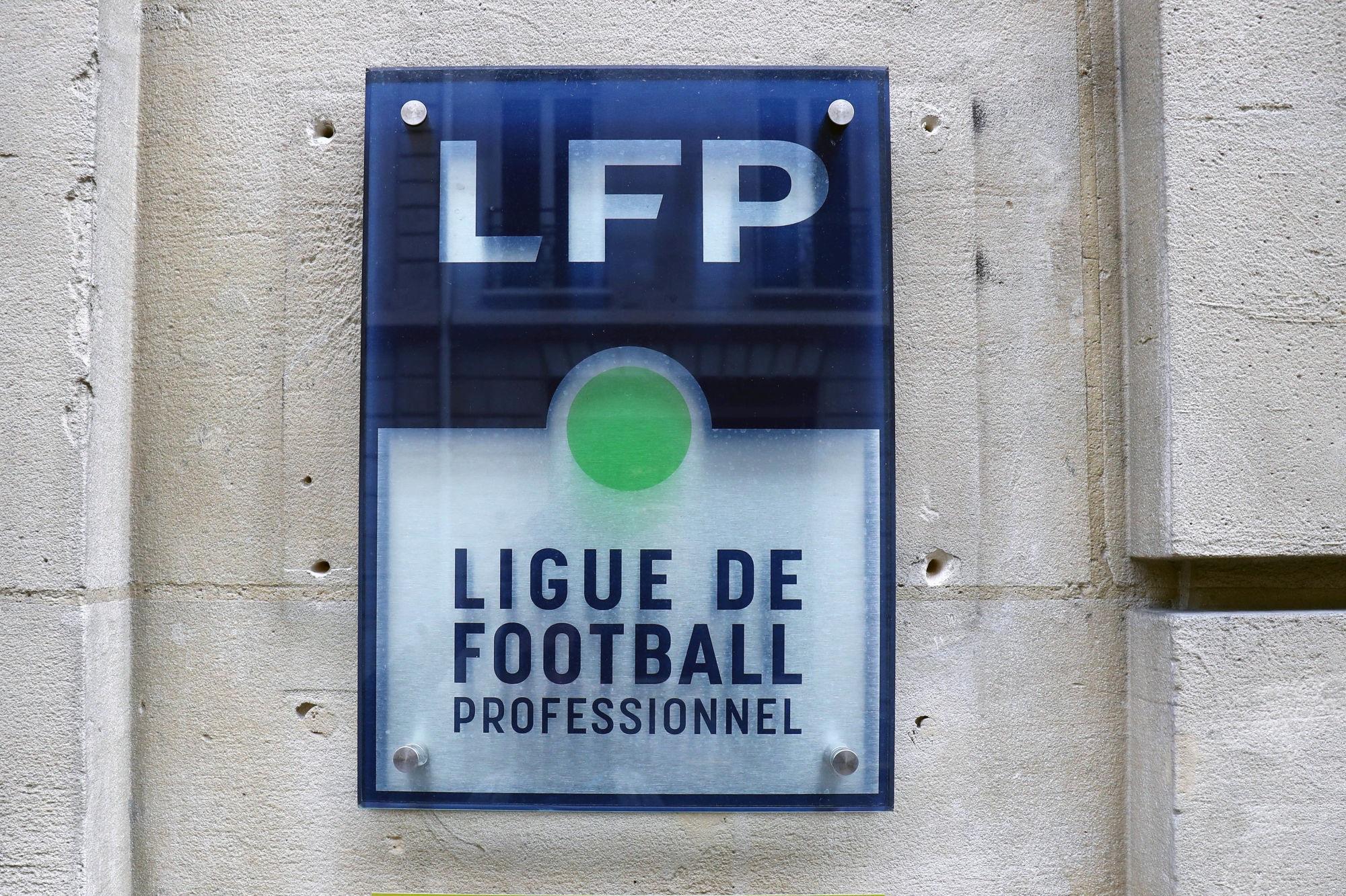"""Le football professionnel """"continuera"""" malgré les mesures sanitaires, suspense pour l'amateur"""