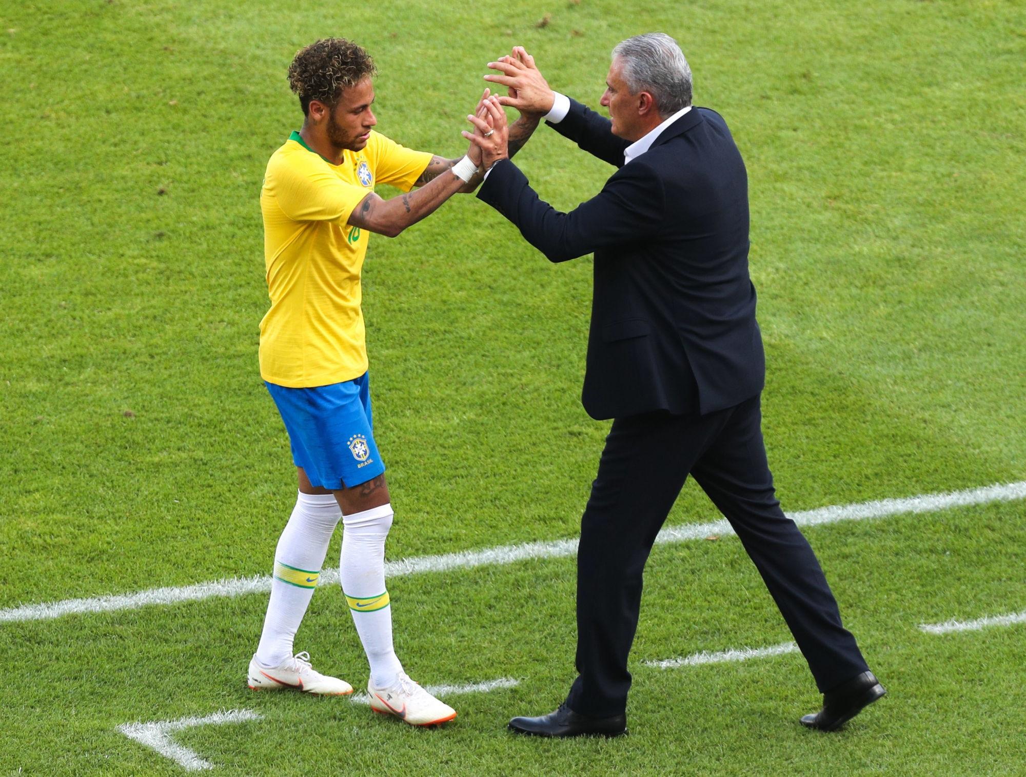 """Tite est """"heureux"""" de la """"maturité"""" développée par Neymar"""