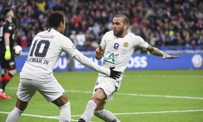 """Dani Alves """"aimerait"""" que Neymar revienne au Barça"""