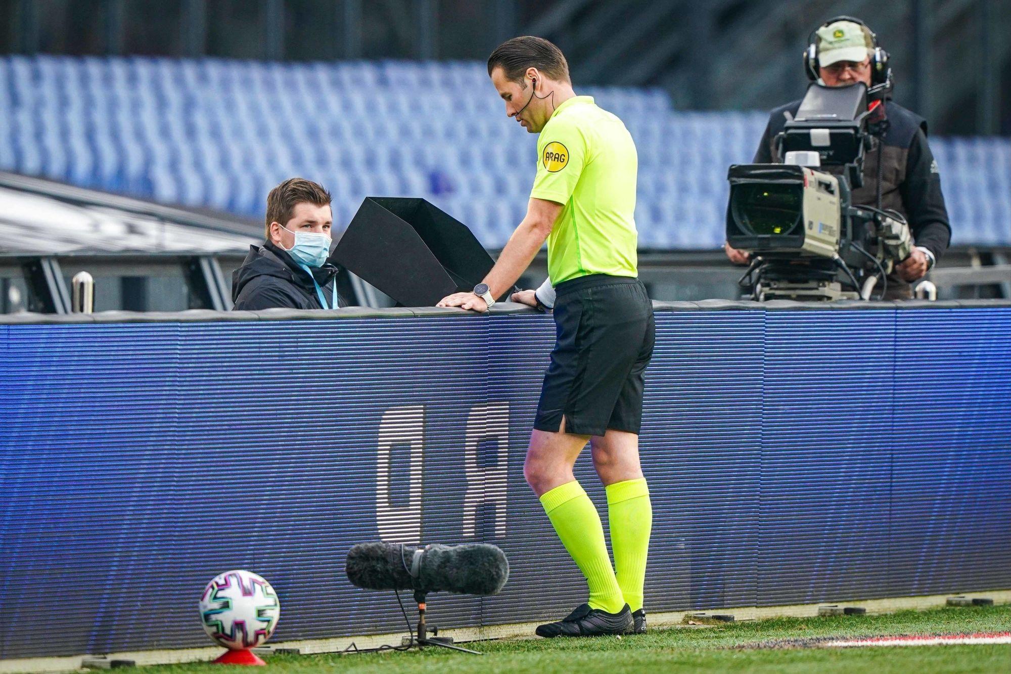 PSG/Leipzig - Makkelie arbitre du match, peu de cartons et beaucoup de penaltys