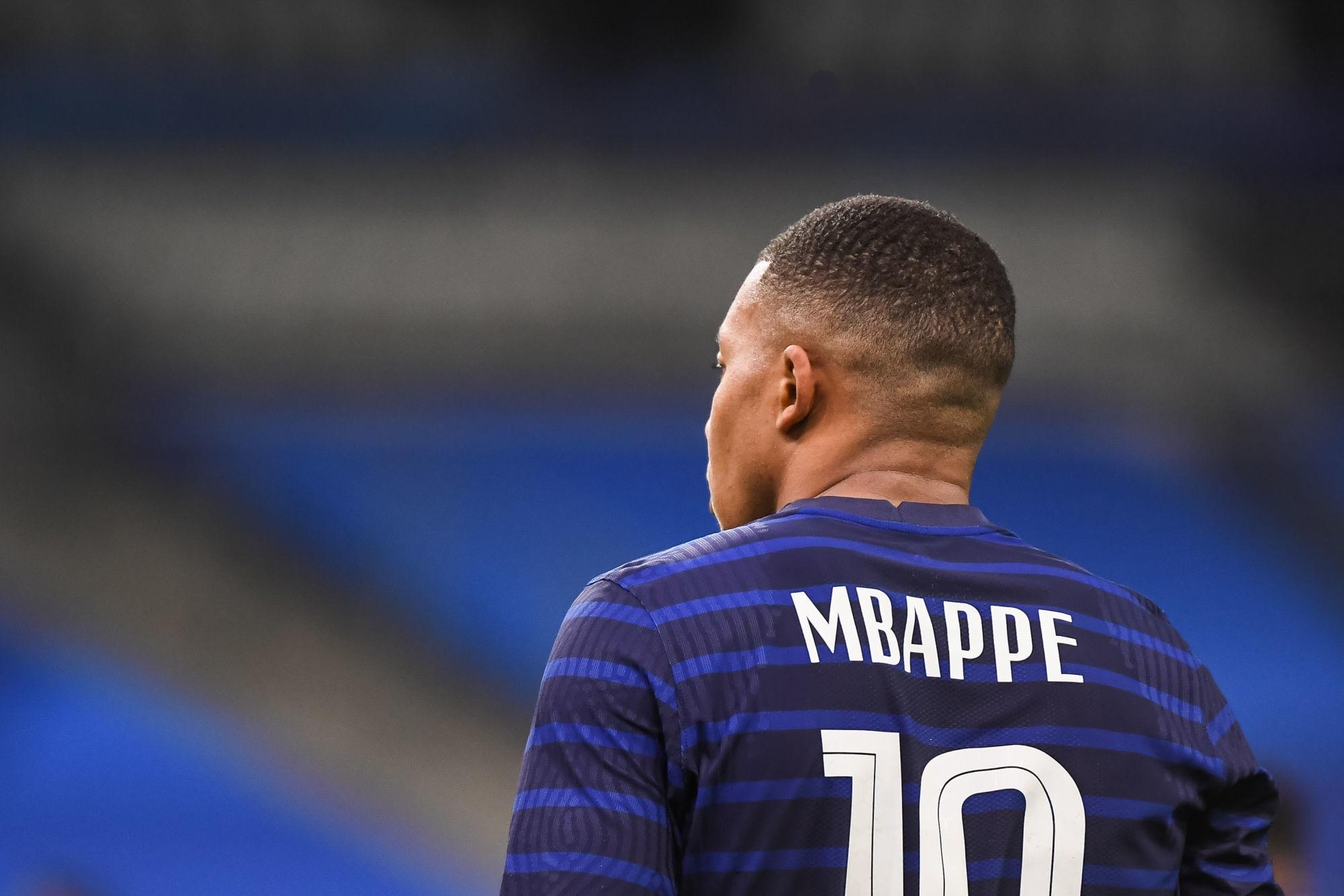 Mbappé et Kimpembe sont restés avec les kinés ce mardi, indique RMC Sport