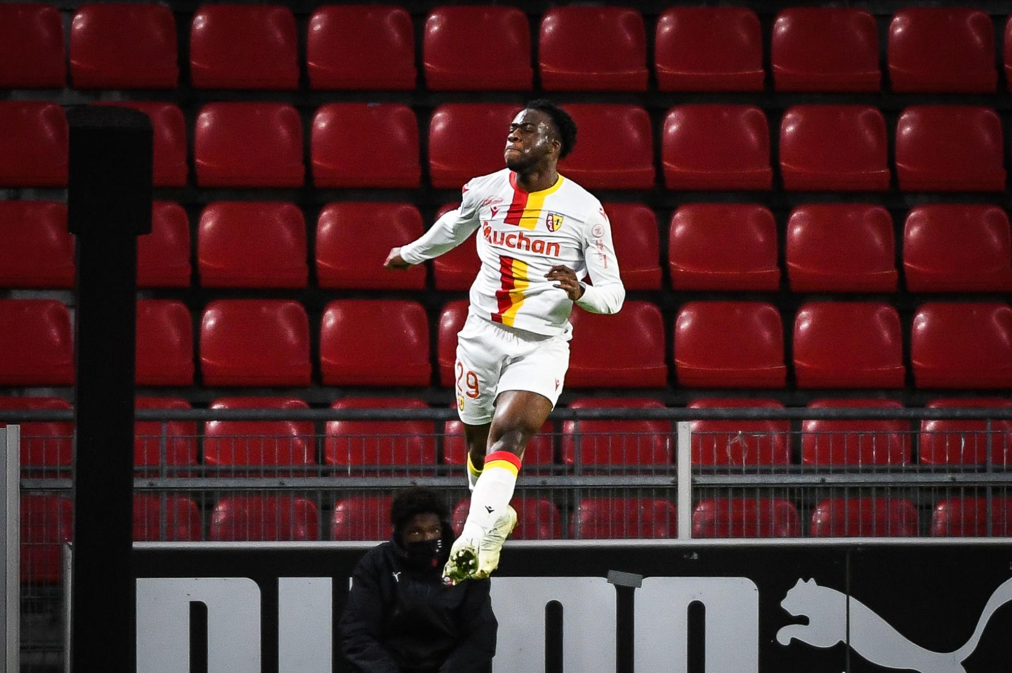 Officiel - Kalimuendo revient au PSG après son prêt au RC Lens
