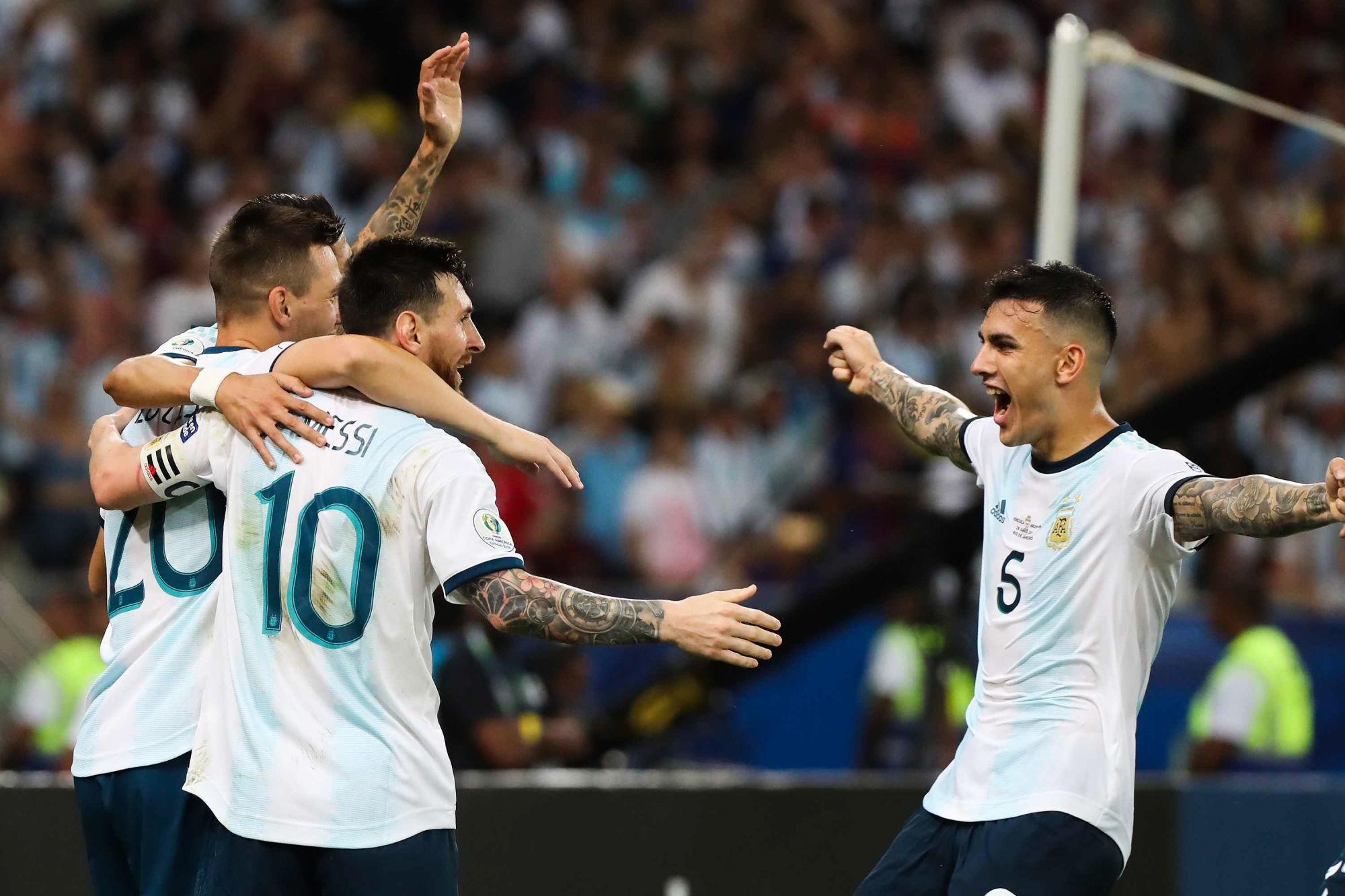 """Paredes aussi évoque Messi """"on l'attend à bras ouverts au PSG"""""""