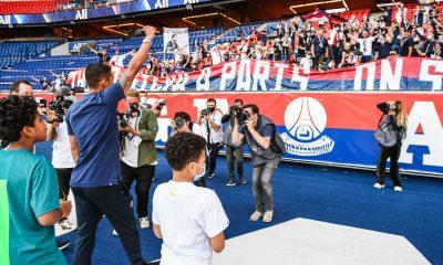 """Thiago Silva envoie un message aux supporters du PSG """"Vous avez été incroyables"""""""
