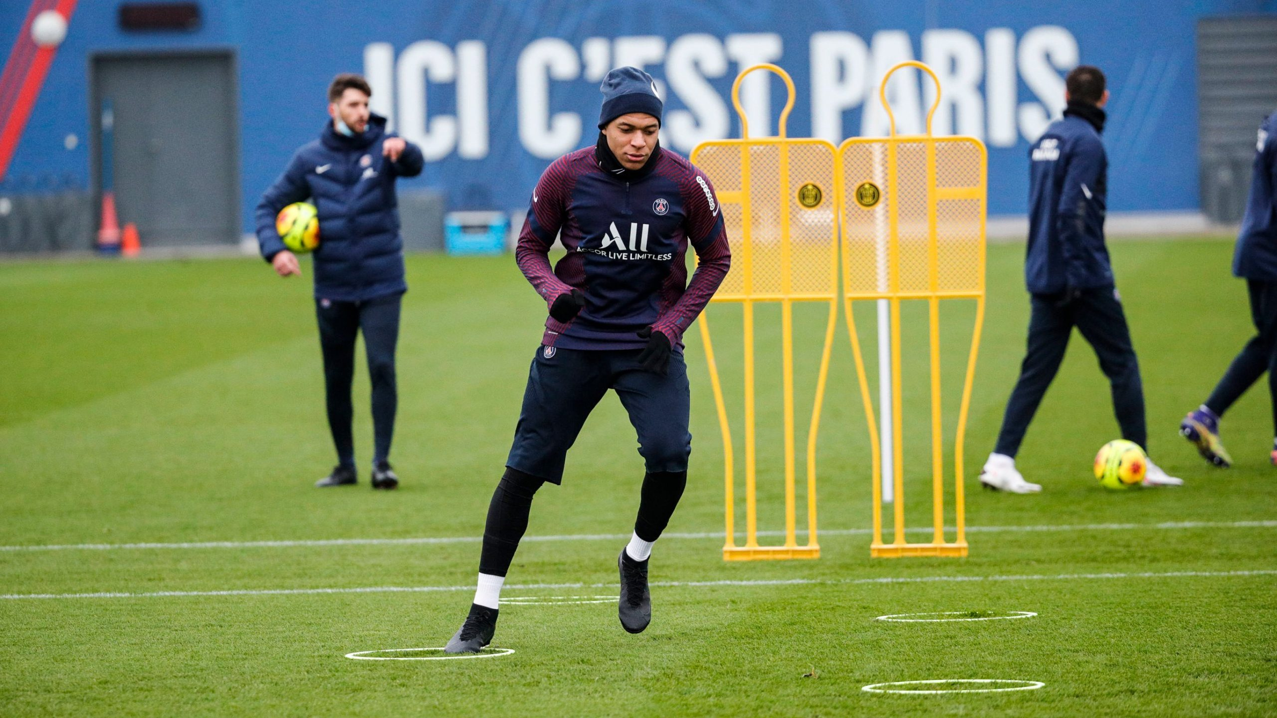Les images du PSG ce lundi: Les parisiens au travail, le JT .