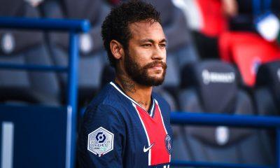 """Neymar fait son équipe de """"légende"""" du PSG, beaucoup de Brésiliens mais pas Thiago Silva"""