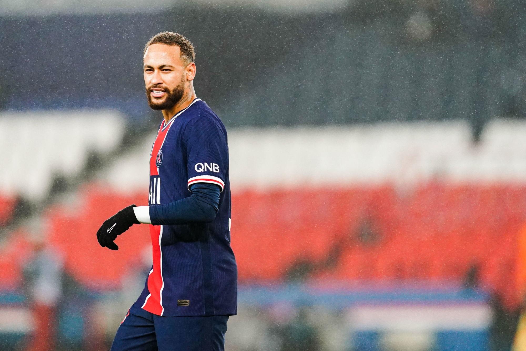"""Neymar répond aux rumeurs sur sa fête """"pas pour 500 personnes"""" avec le sourire"""