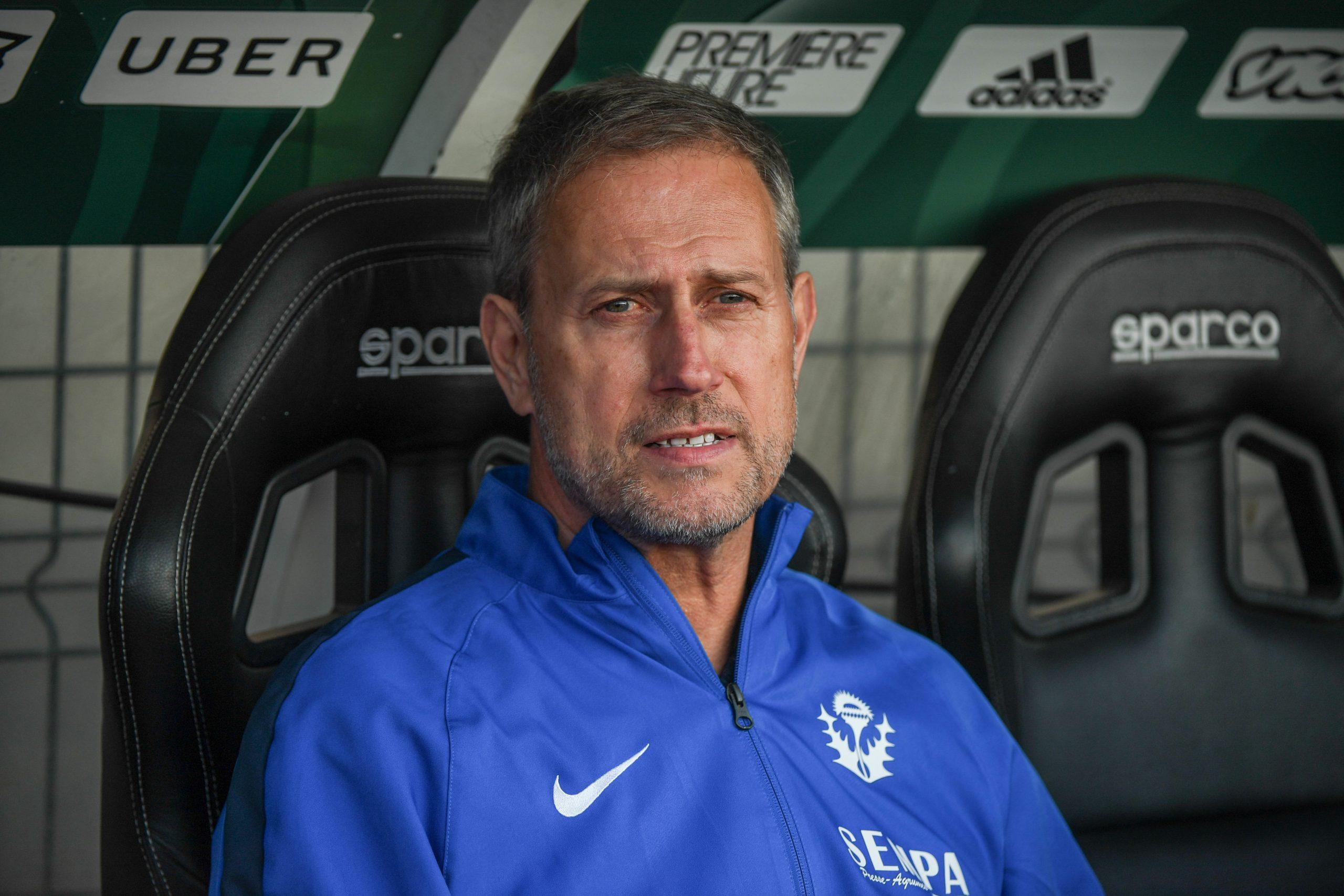 """Alain Perrin """"n'alignerait pas"""" 4 joueurs offensifs au PSG"""