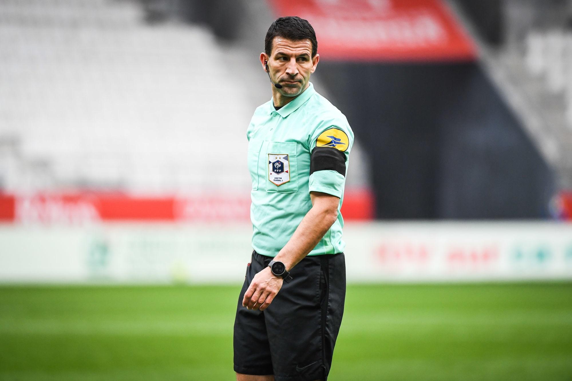 Lorient/PSG - Stinat arbitre de la rencontre, peu de cartons beaucoup de penaltys