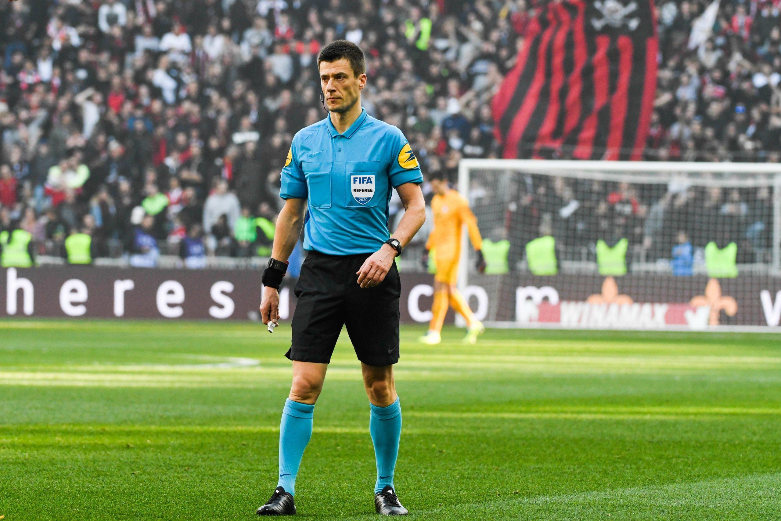 PSG/Lille - Bastien arbitre du match, attentions aux cartons jaunes et rouges