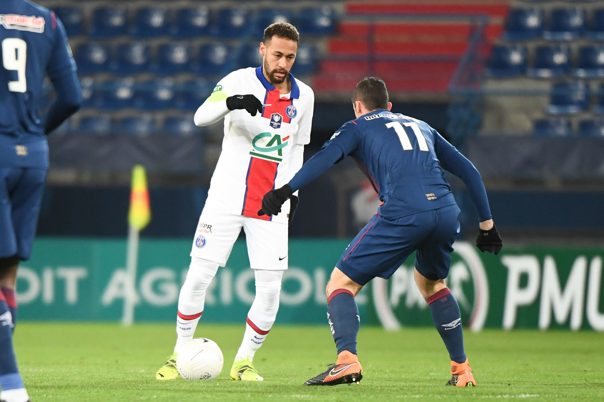 Neymar «doit jouer beaucoup plus simple dans pas mal de situations», conseille Valbuena