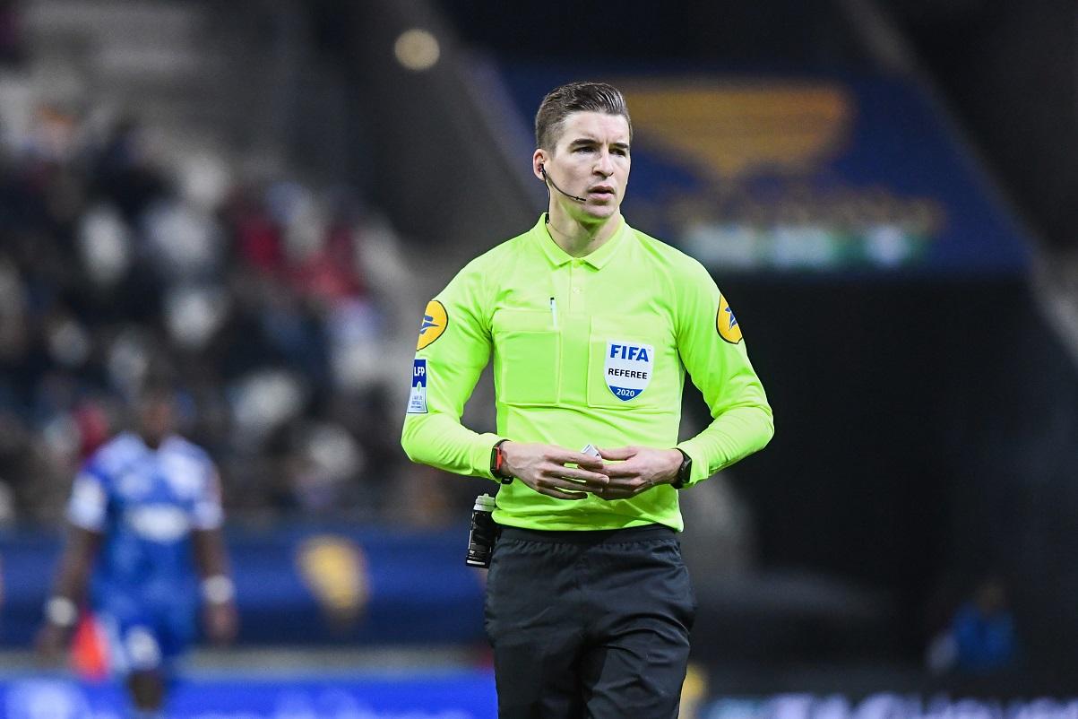 PSG/Nîmes - Letexier arbitre du match, beaucoup de jaunes et de penaltys