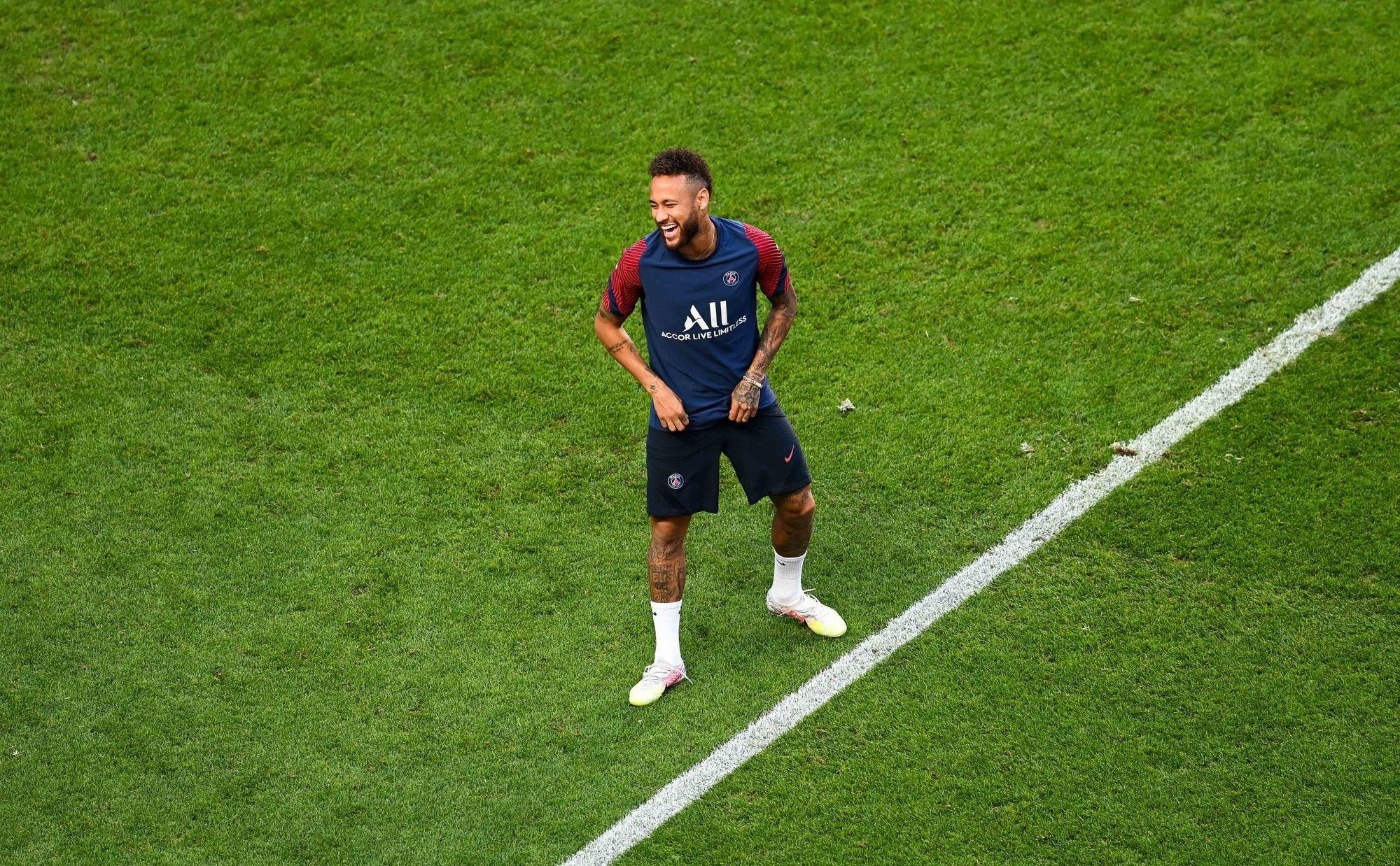 Le PSG veut annoncer la prolongation de Neymar avant d'affronter le Barça, explique UOL