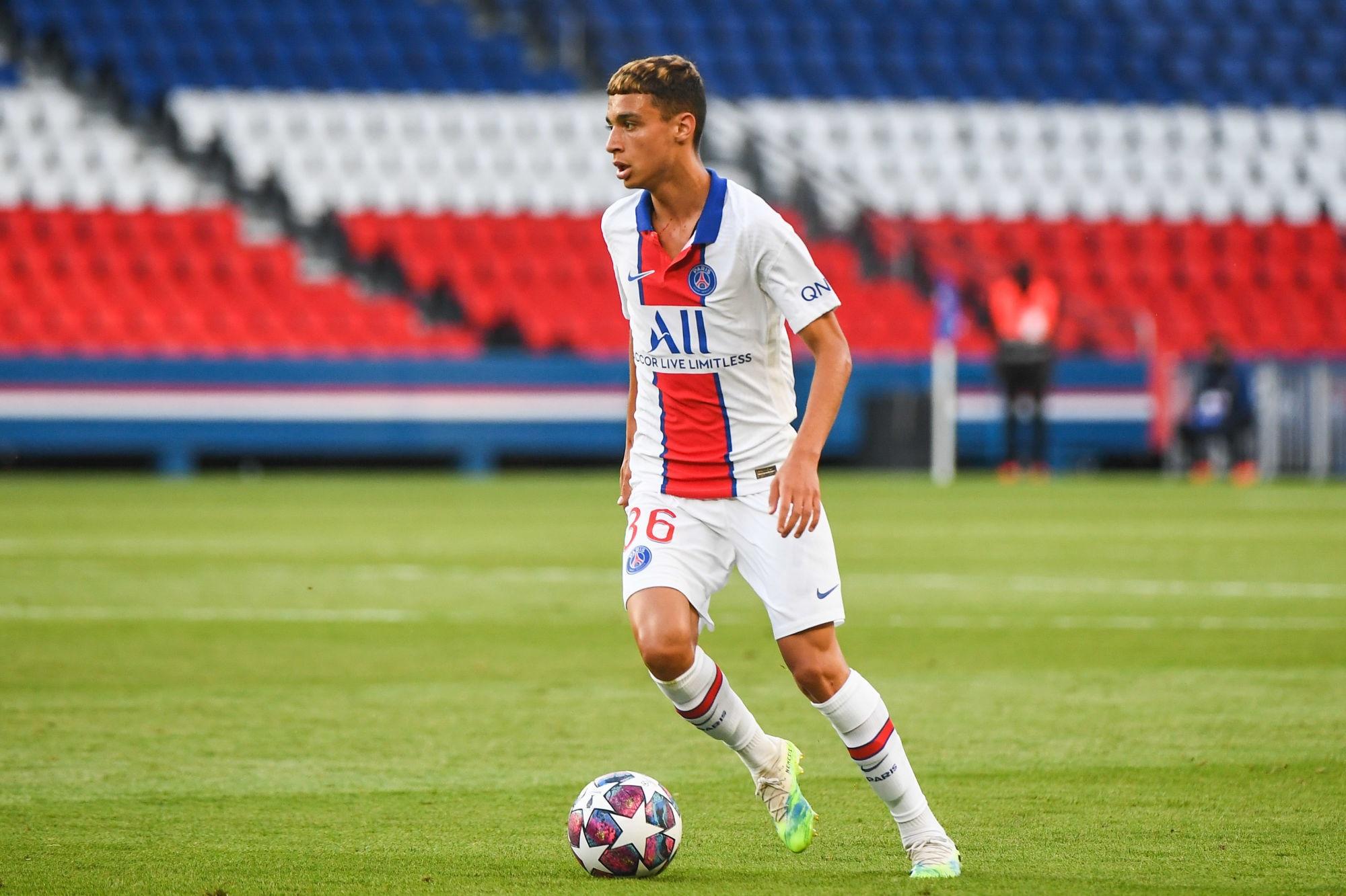 Ruiz-Atil sorti du groupe professionnel du PSG, un choix lié à son contrat d'après L'Equipe