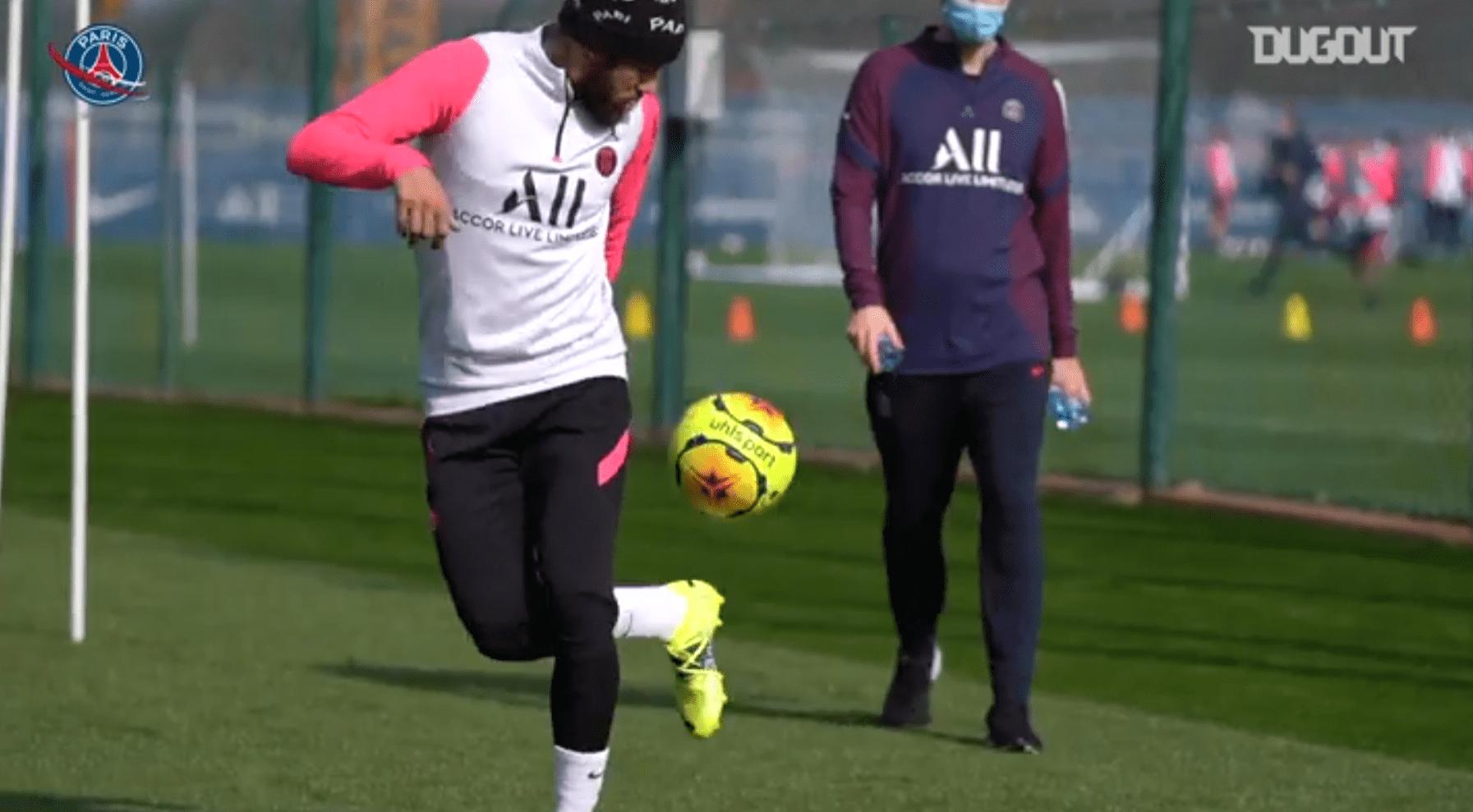 Retrouvez des extraits de la dernière séance de Neymar avec ballon et appuis