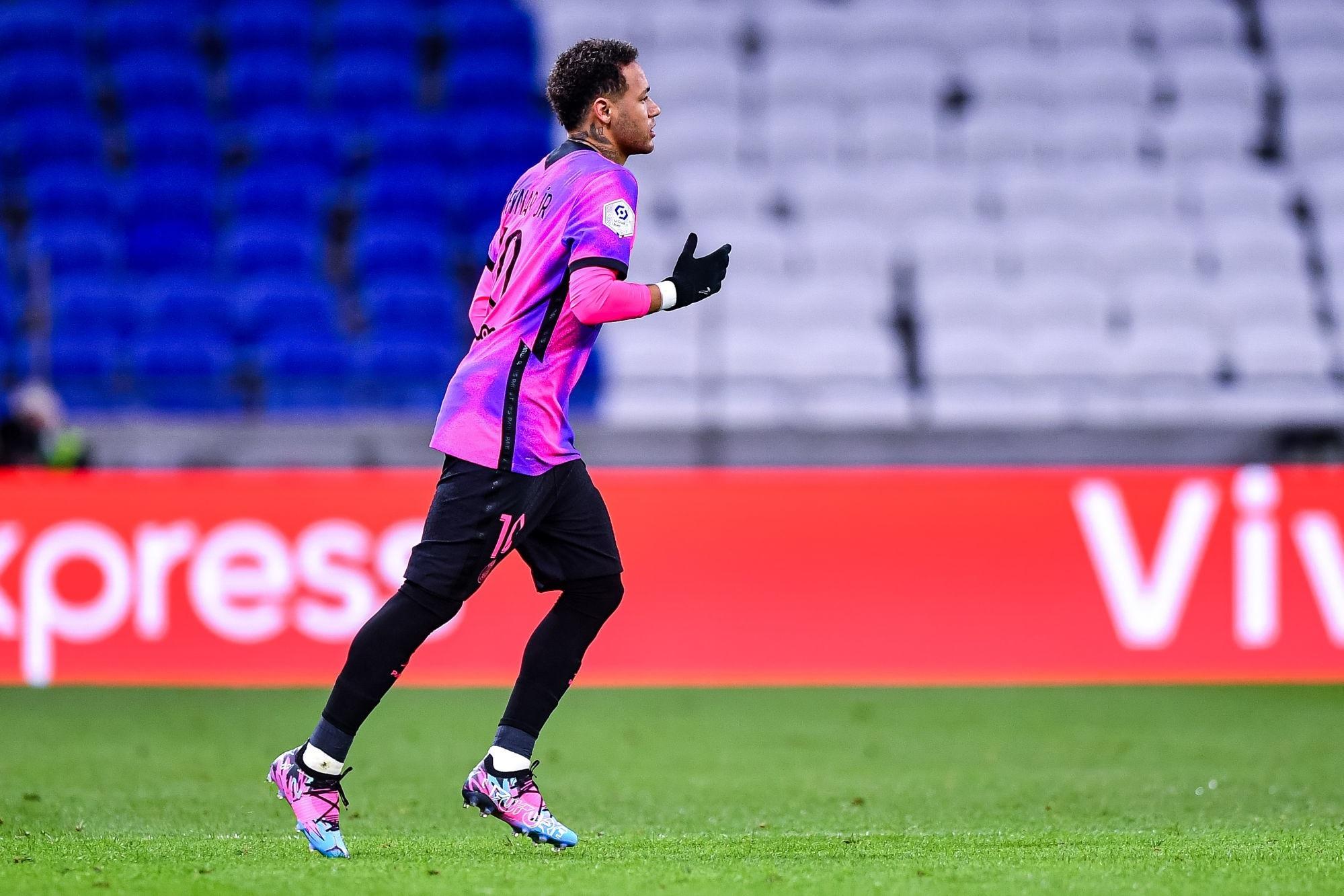 """L'Equipe évoque les efforts de Neymar pour """"retrouver la grande forme"""""""
