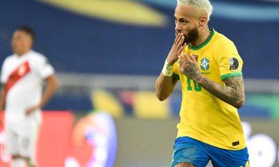 Pelé se réjouit de voir Neymar jouer et s'approcher de son record avec le Brésil