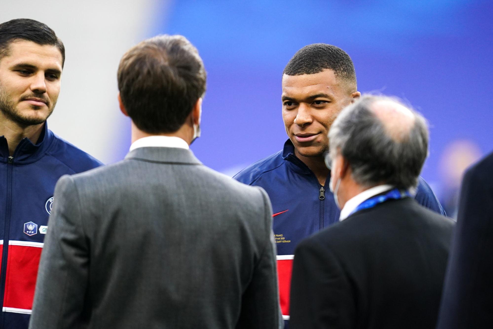 """Emmanuel Macron évoque Mbappé """"C'est important qu'il reste pour le PSG et la Ligue 1"""""""