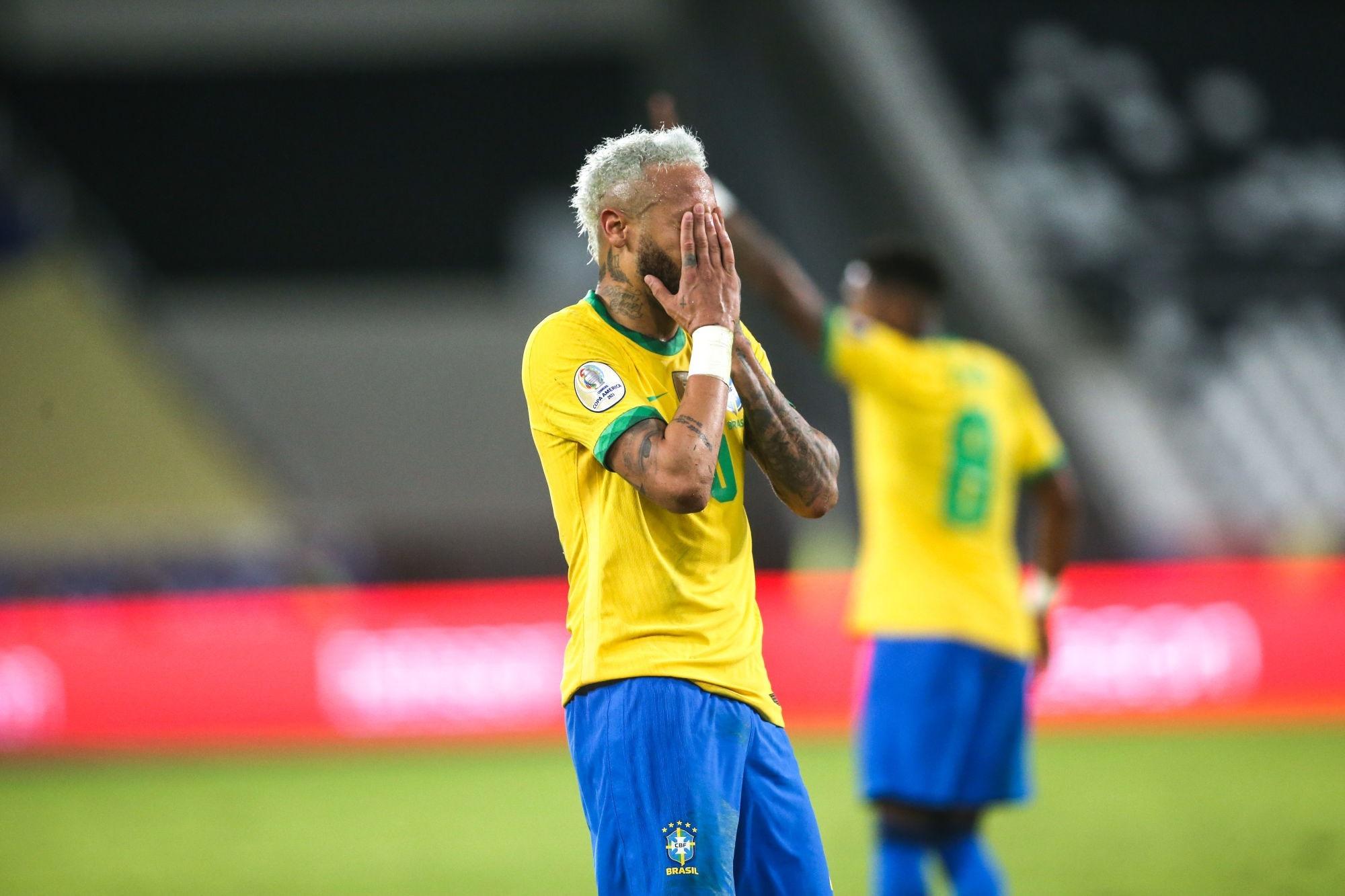 """Neymar en larmes en évoquant des """"choses compliquées"""" ces """"deux dernières années"""""""