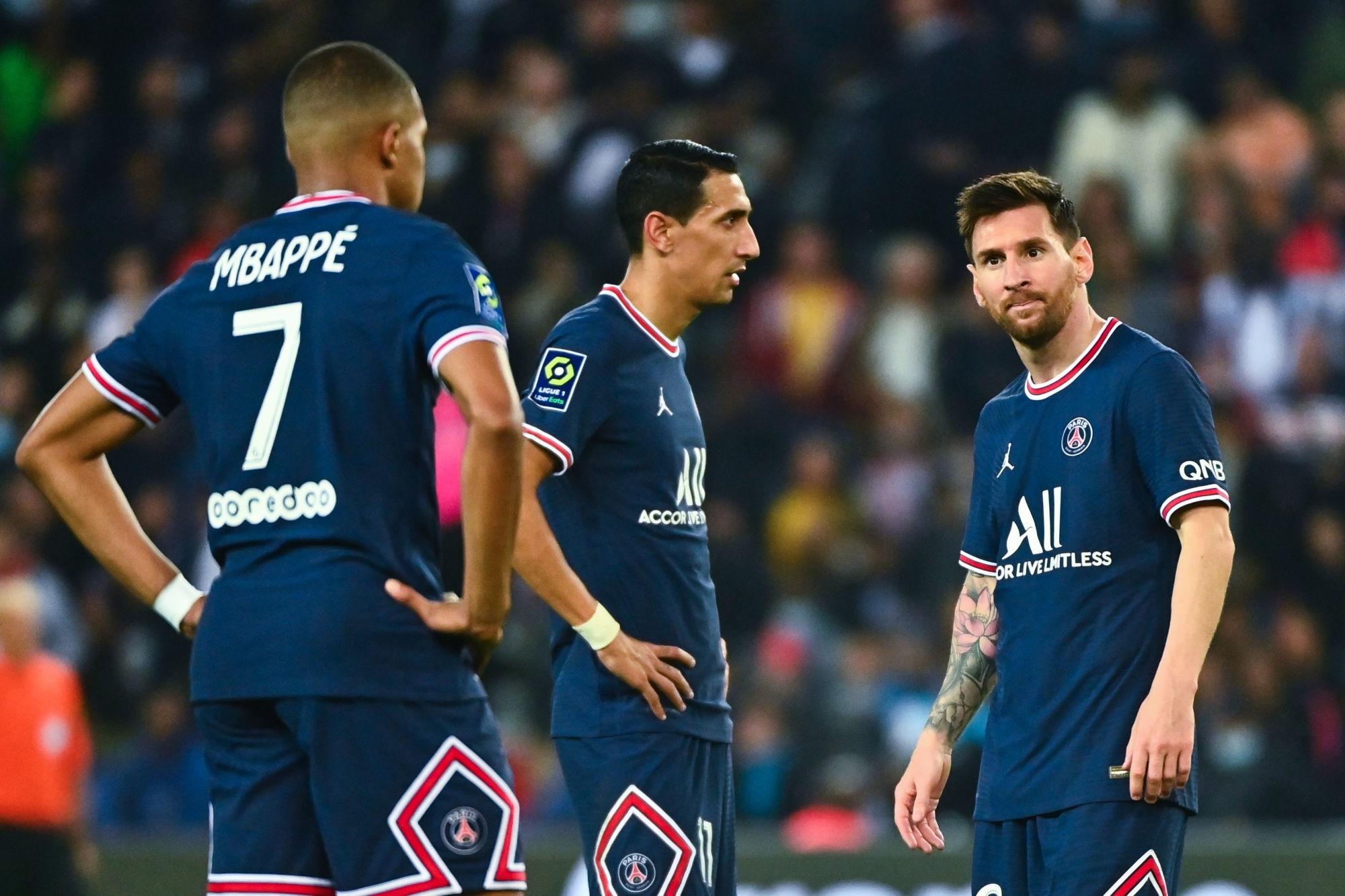Mbappé «n'est pas prêt à jouer tout seul en numéro 9», selon Rothen