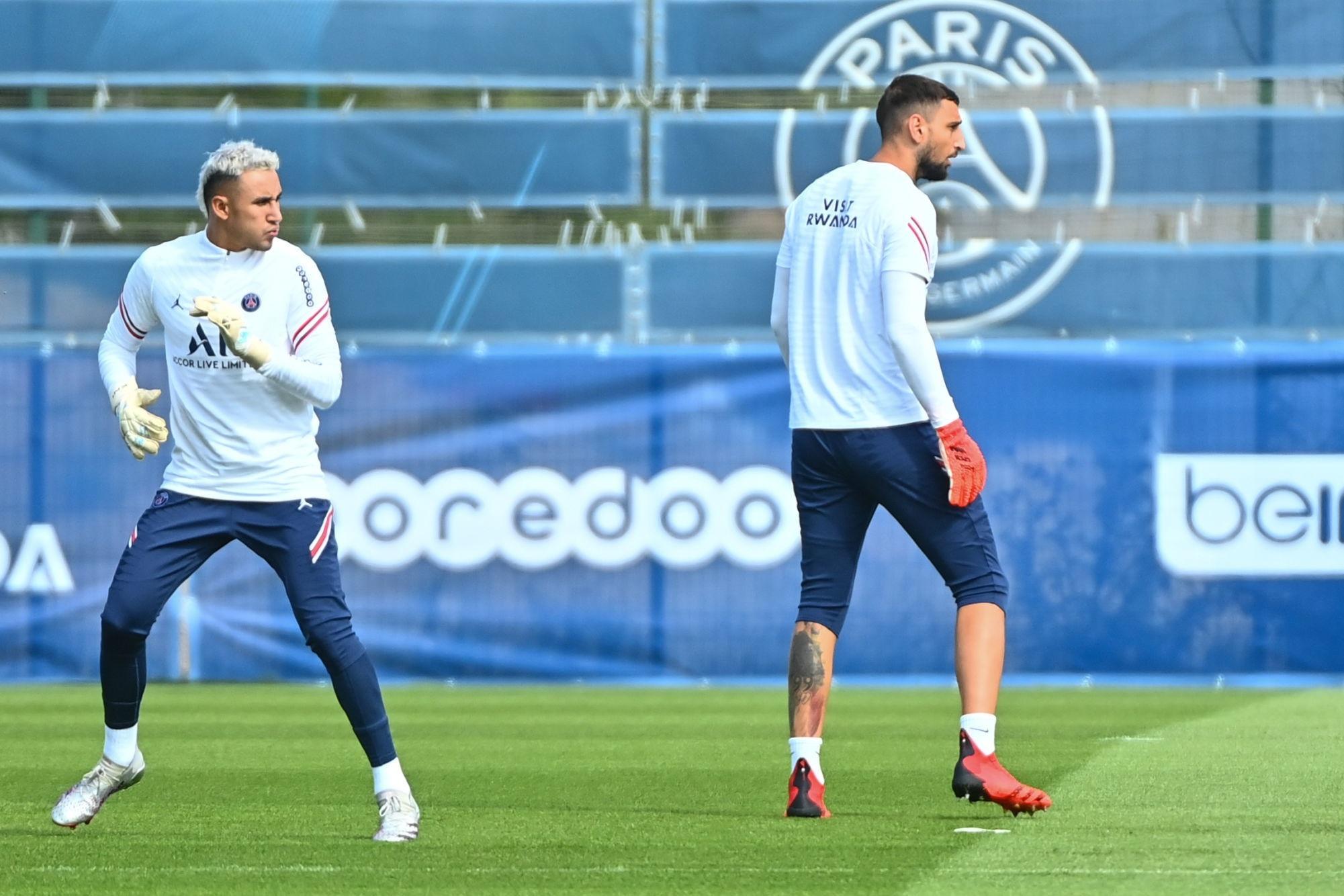 Donnarumma et Navas participent à des jeu hors des buts avec les joueurs, indique Le Parisien